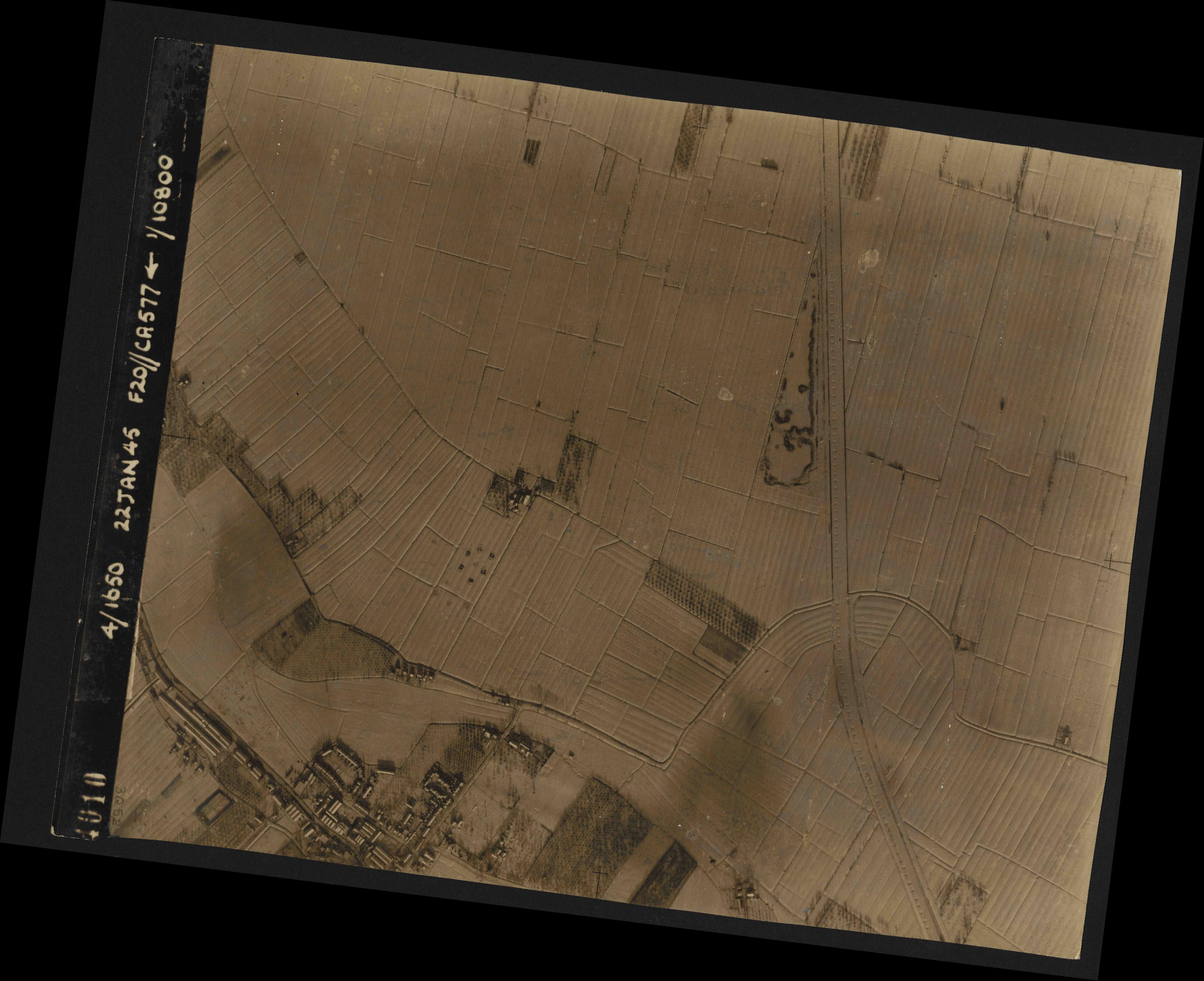 Collection RAF aerial photos 1940-1945 - flight 098, run 07, photo 4010