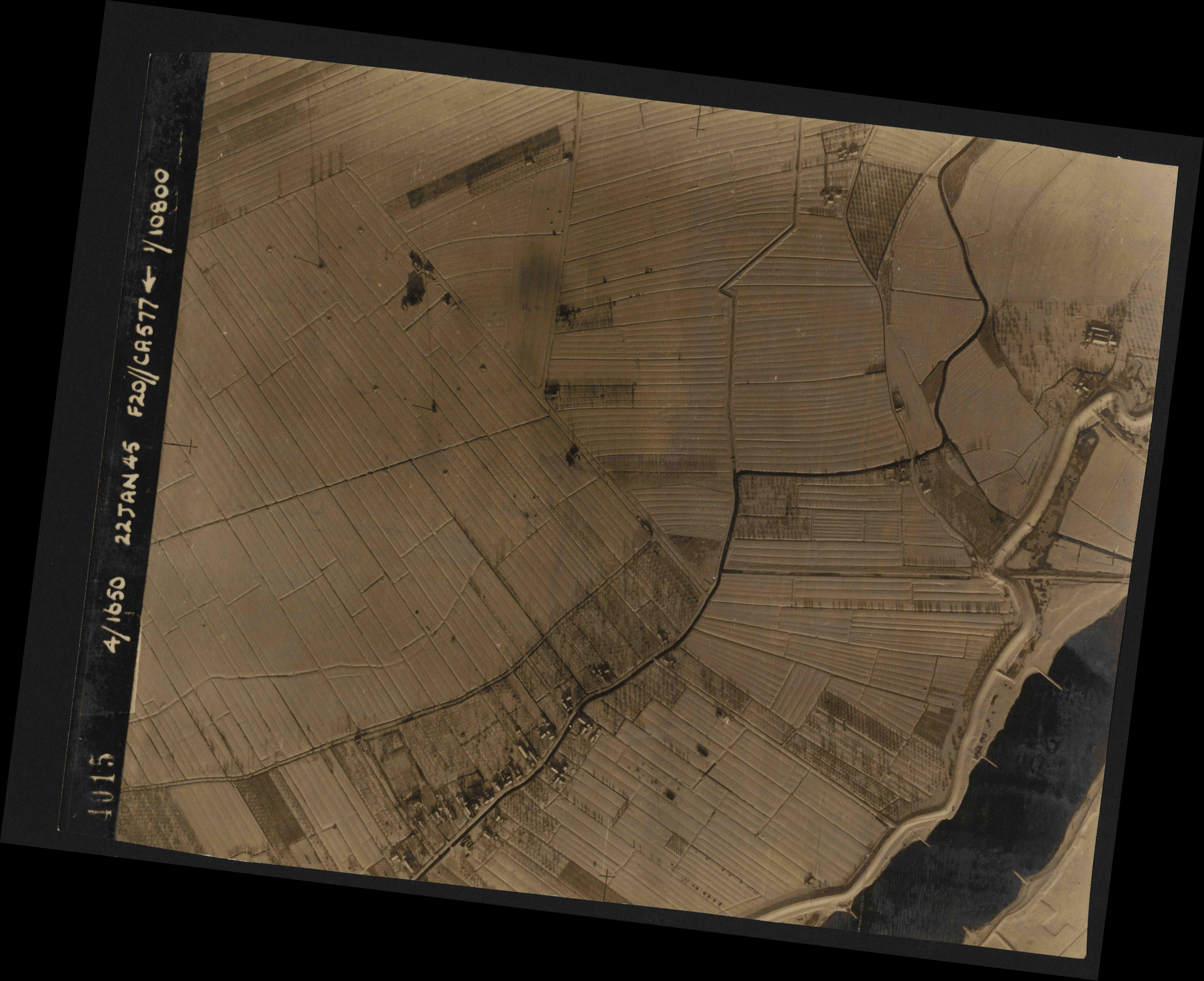 Collection RAF aerial photos 1940-1945 - flight 098, run 07, photo 4015
