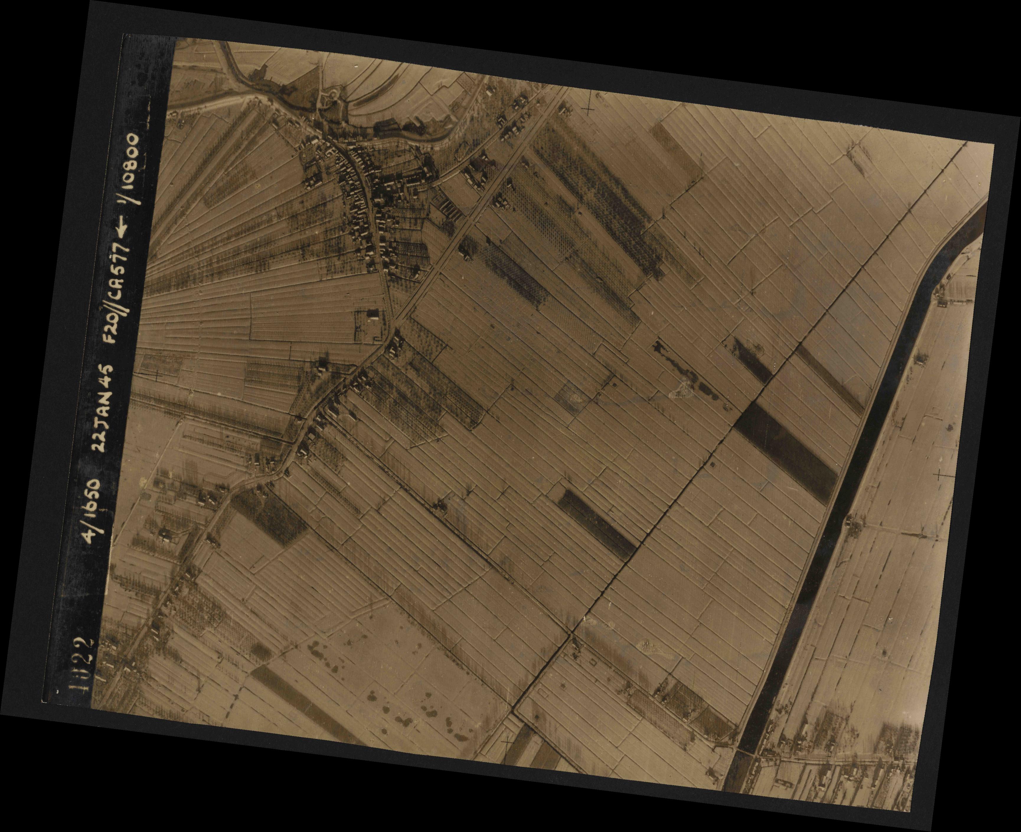 Collection RAF aerial photos 1940-1945 - flight 098, run 07, photo 4022