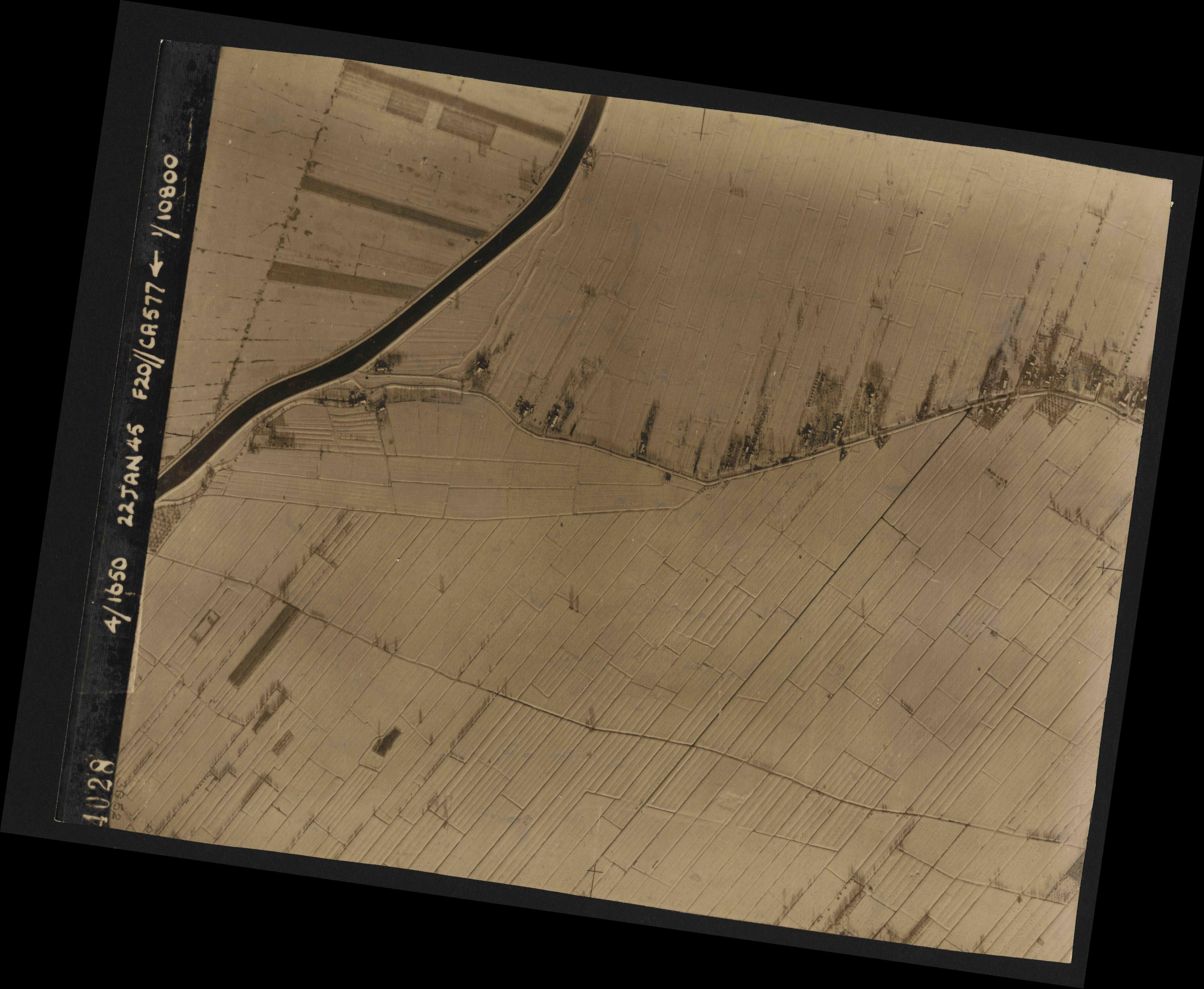 Collection RAF aerial photos 1940-1945 - flight 098, run 07, photo 4028