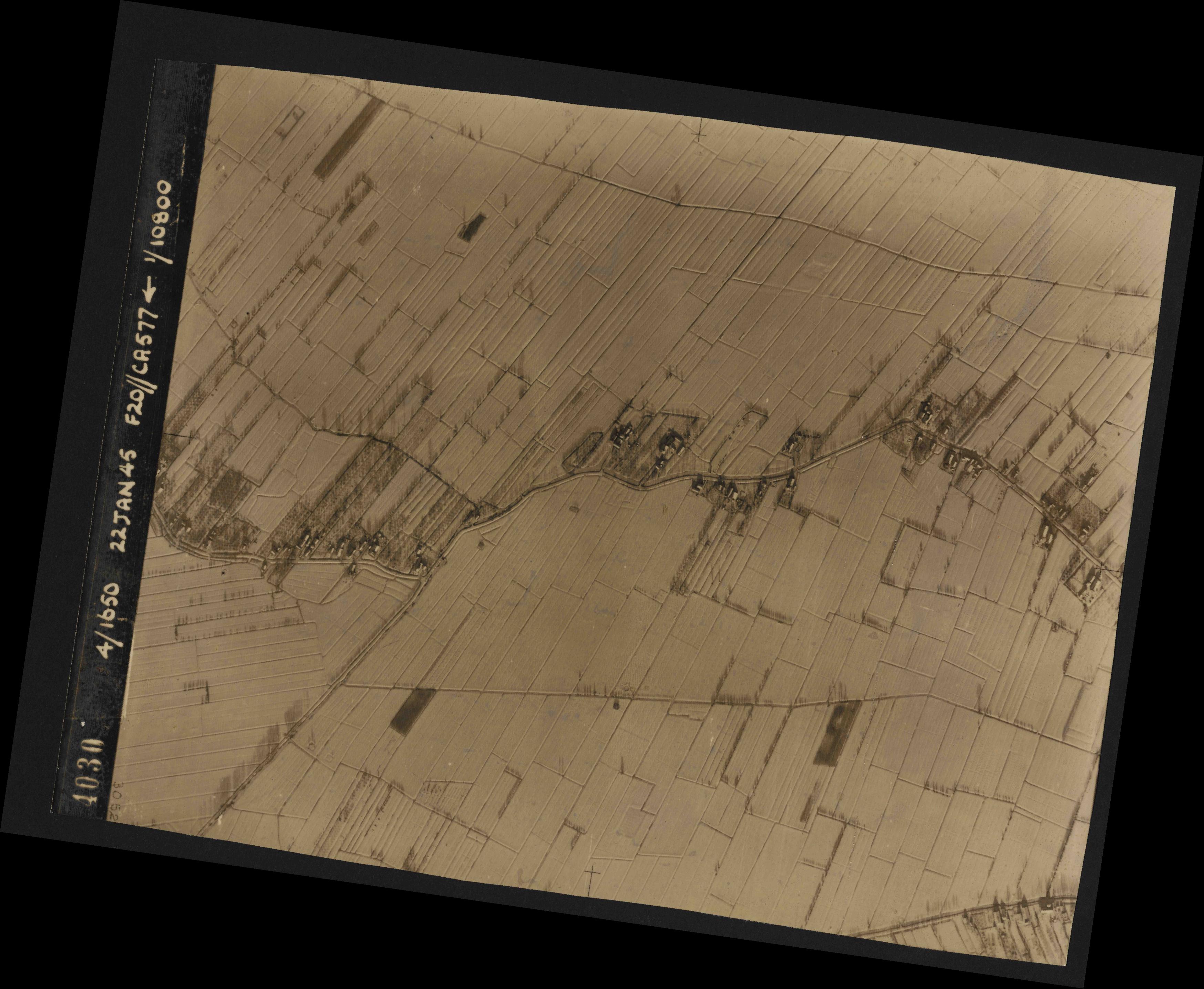 Collection RAF aerial photos 1940-1945 - flight 098, run 07, photo 4030