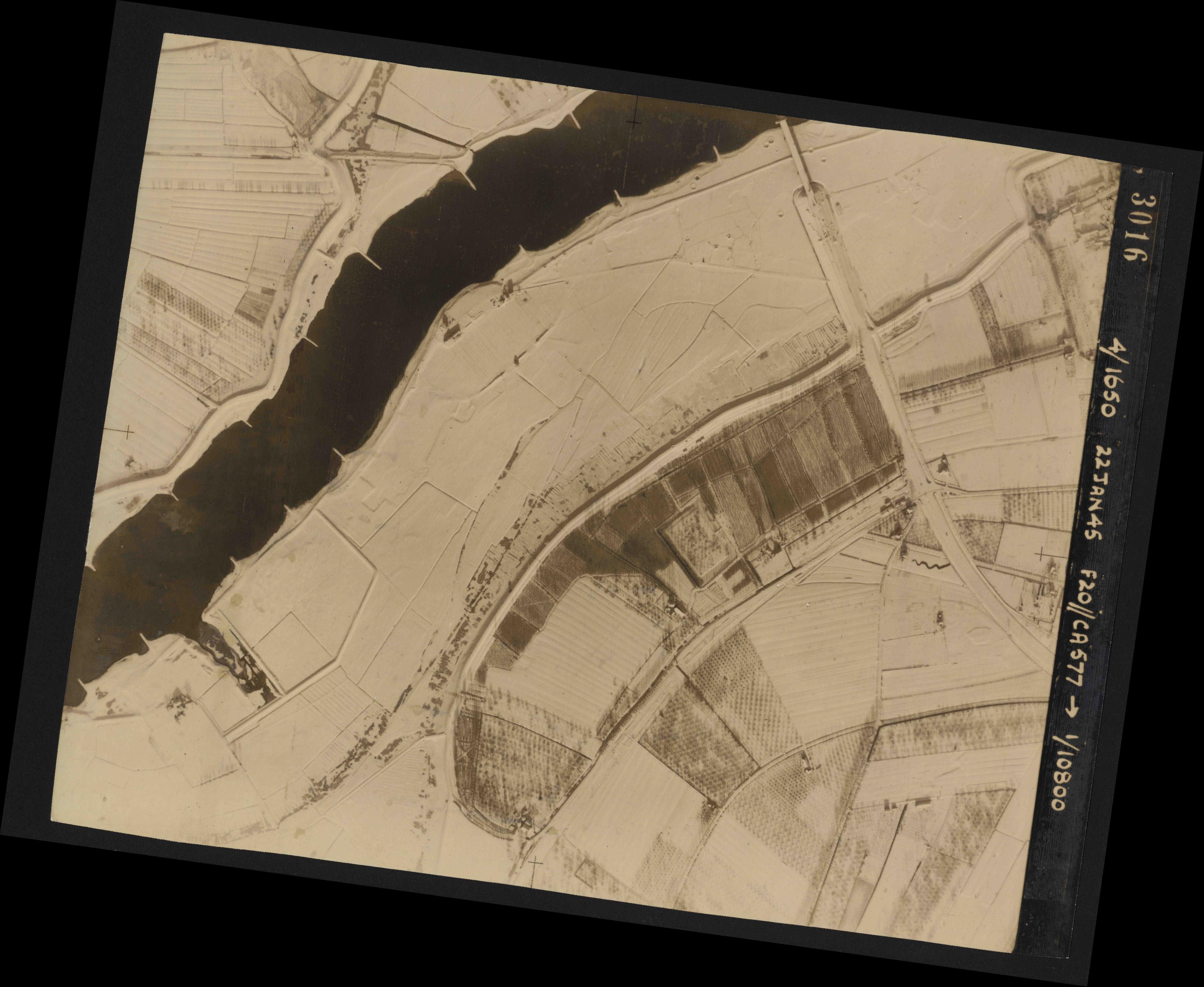 Collection RAF aerial photos 1940-1945 - flight 098, run 08, photo 3016