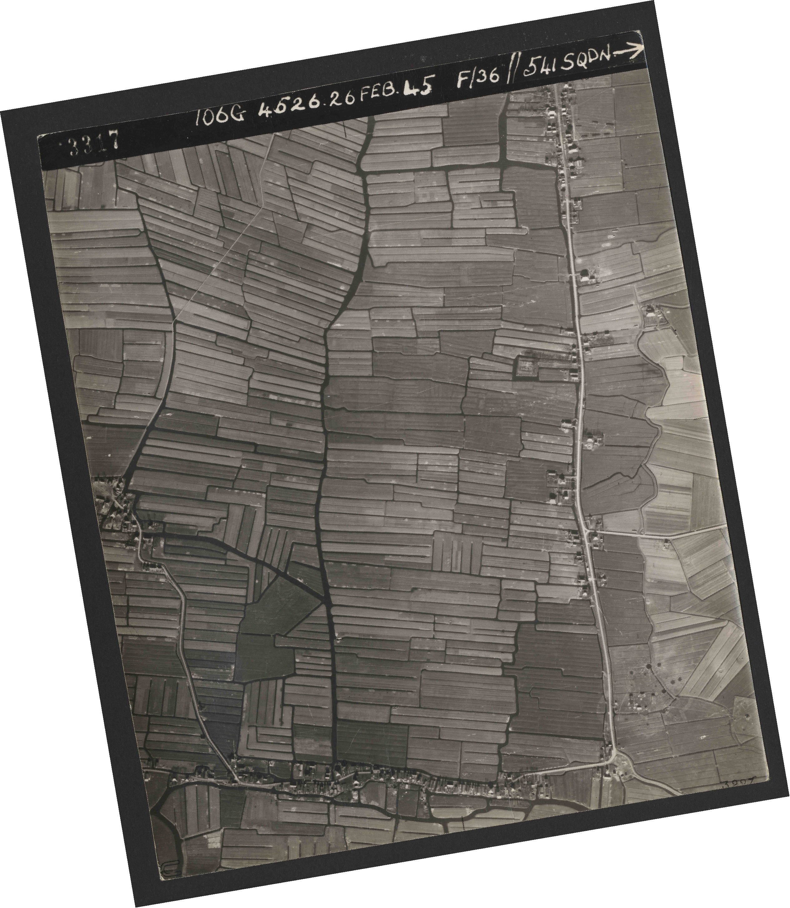 Collection RAF aerial photos 1940-1945 - flight 101, run 01, photo 3317