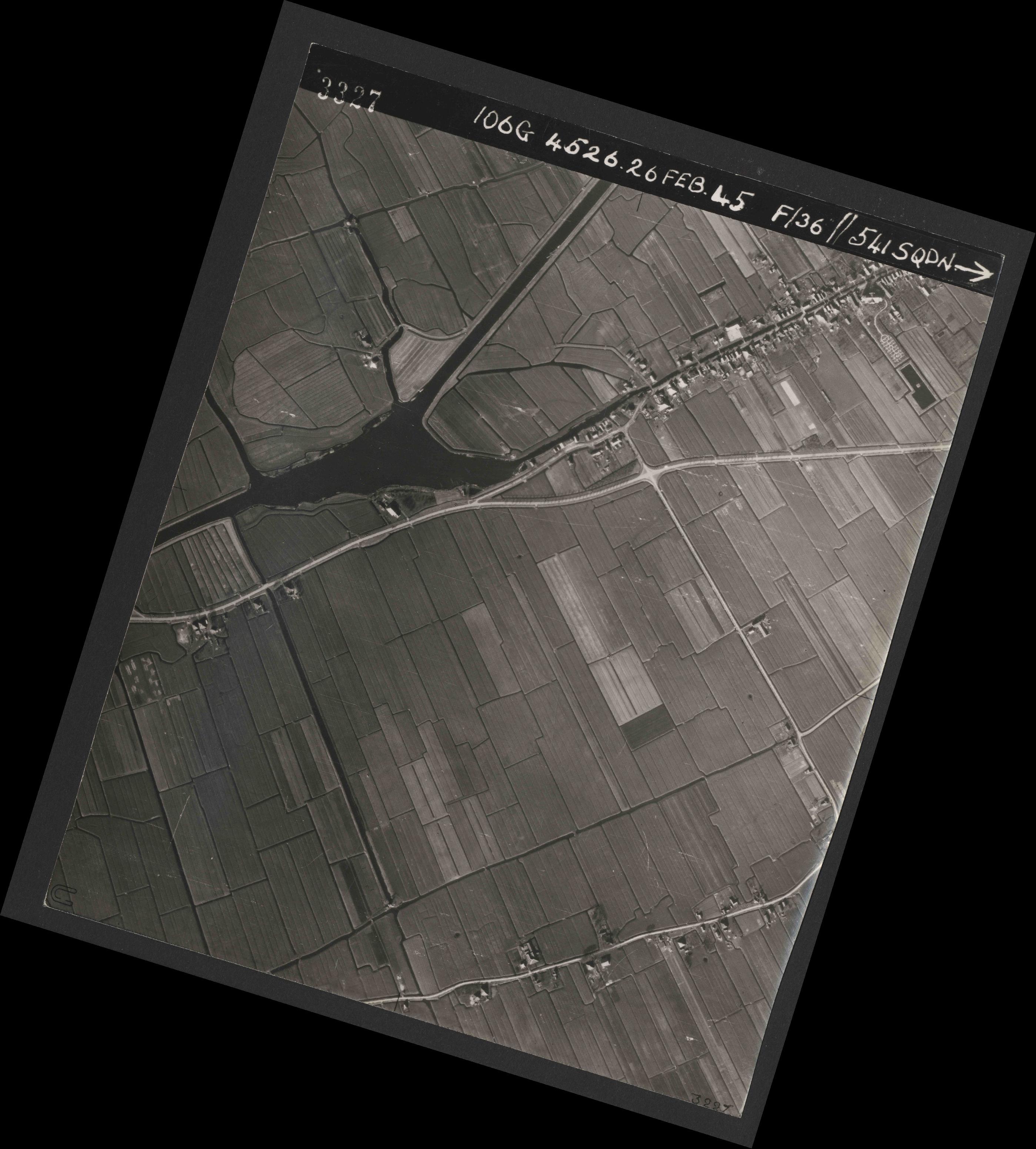 Collection RAF aerial photos 1940-1945 - flight 101, run 01, photo 3327