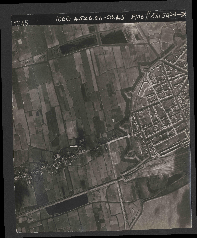 Collection RAF aerial photos 1940-1945 - flight 101, run 02, photo 4245
