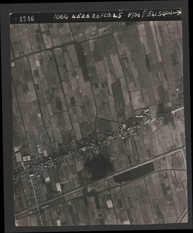 Collection RAF aerial photos 1940-1945 - flight 101, run 02, photo 4246