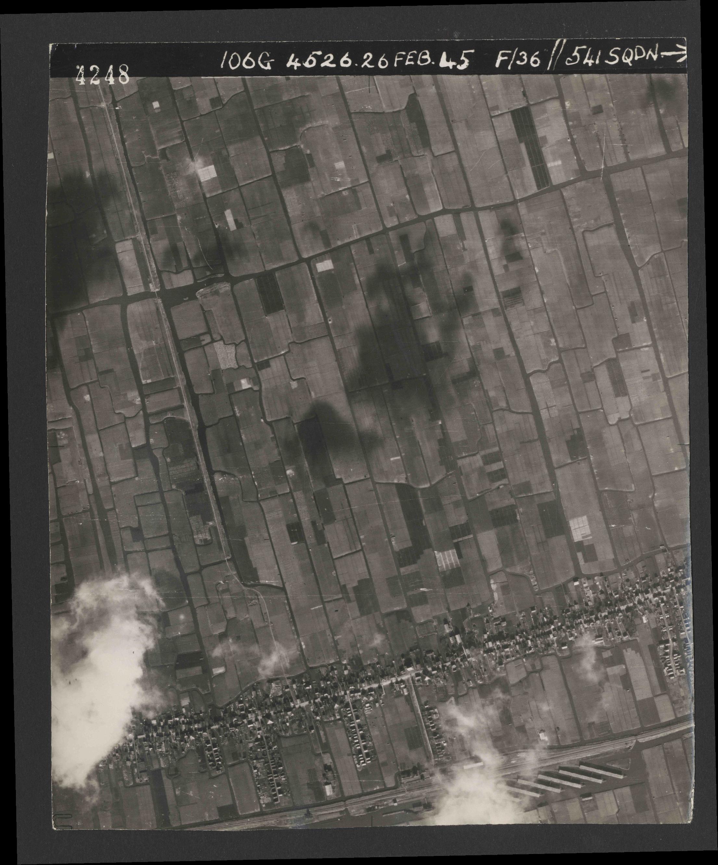 Collection RAF aerial photos 1940-1945 - flight 101, run 02, photo 4248