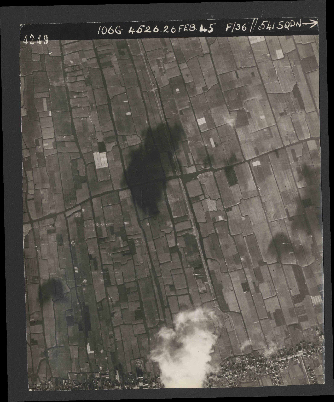 Collection RAF aerial photos 1940-1945 - flight 101, run 02, photo 4249