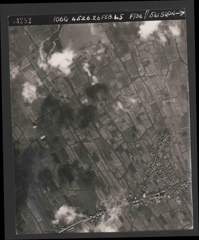 Collection RAF aerial photos 1940-1945 - flight 101, run 02, photo 4252
