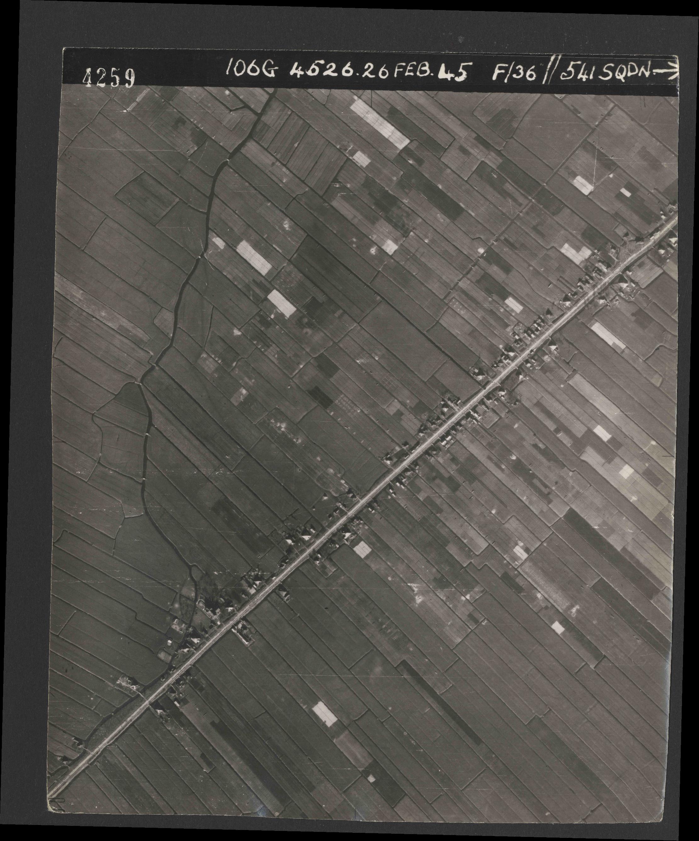 Collection RAF aerial photos 1940-1945 - flight 101, run 02, photo 4259