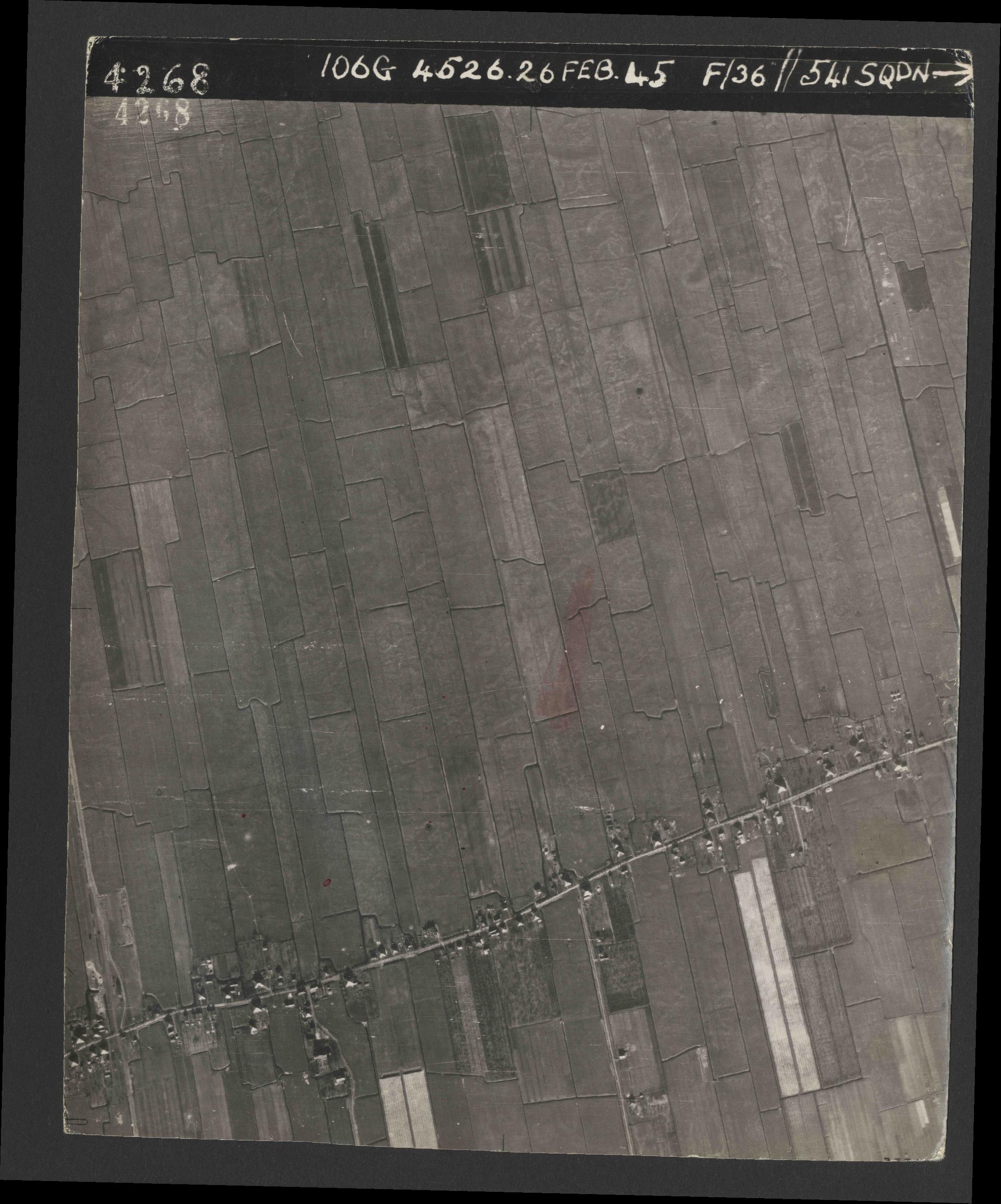 Collection RAF aerial photos 1940-1945 - flight 101, run 02, photo 4268
