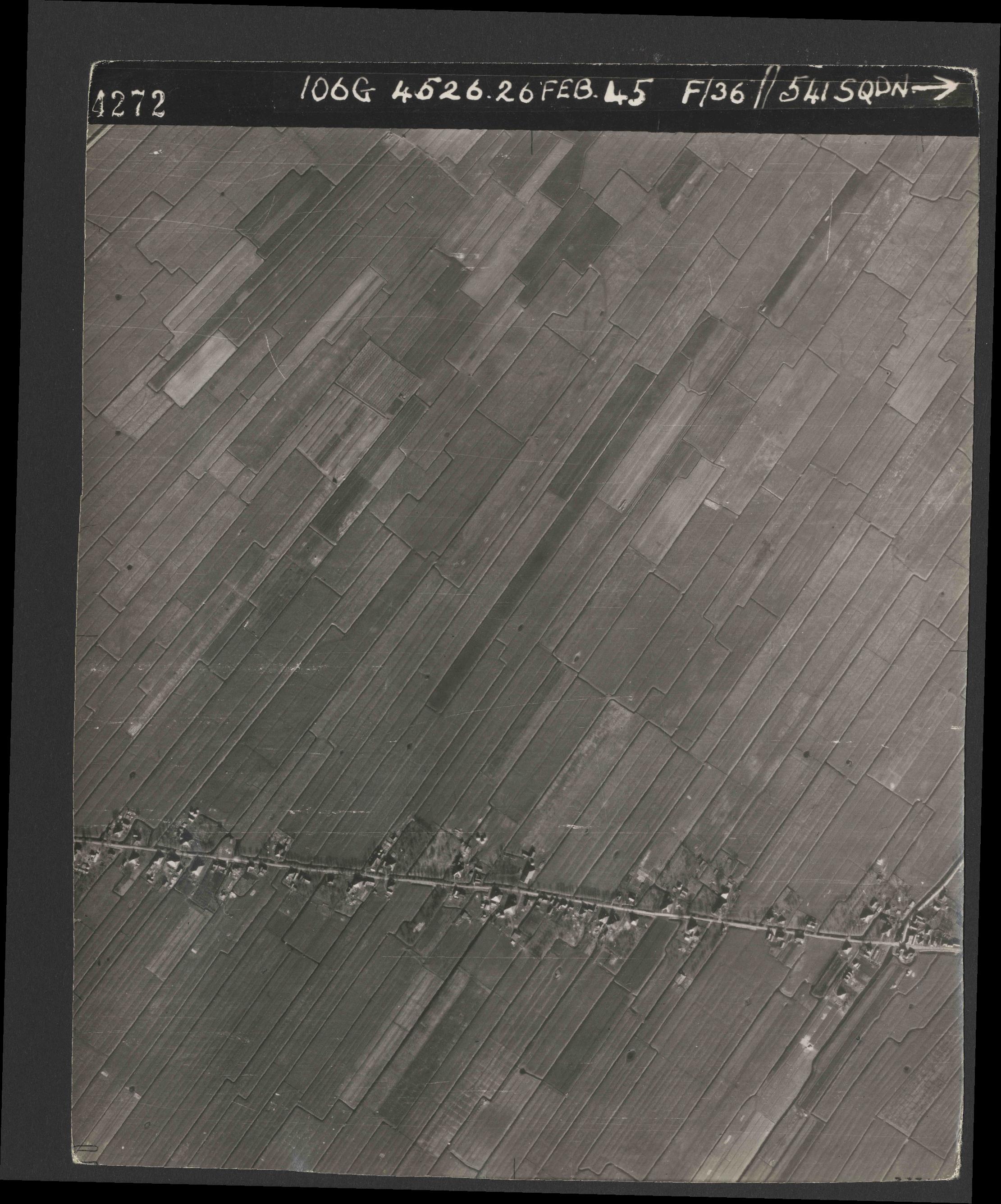 Collection RAF aerial photos 1940-1945 - flight 101, run 02, photo 4272