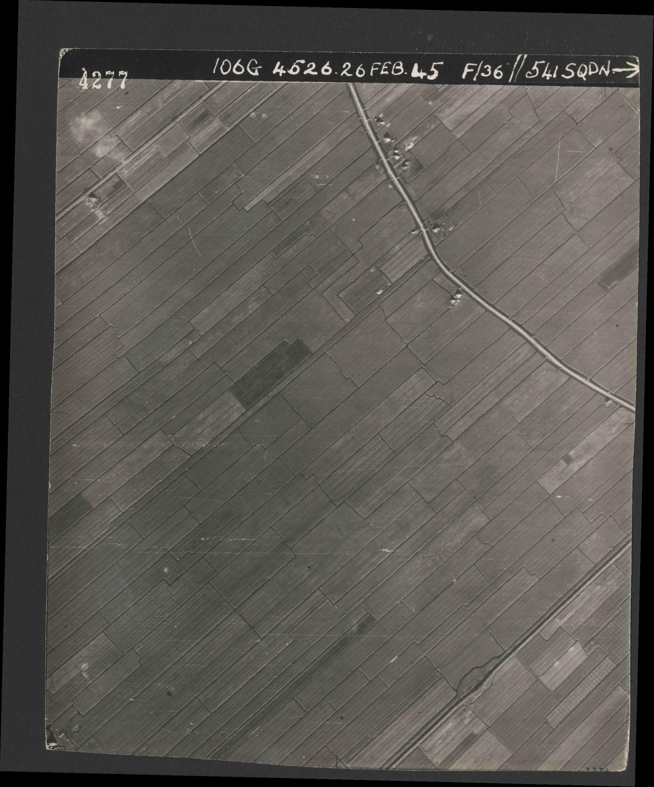 Collection RAF aerial photos 1940-1945 - flight 101, run 02, photo 4277