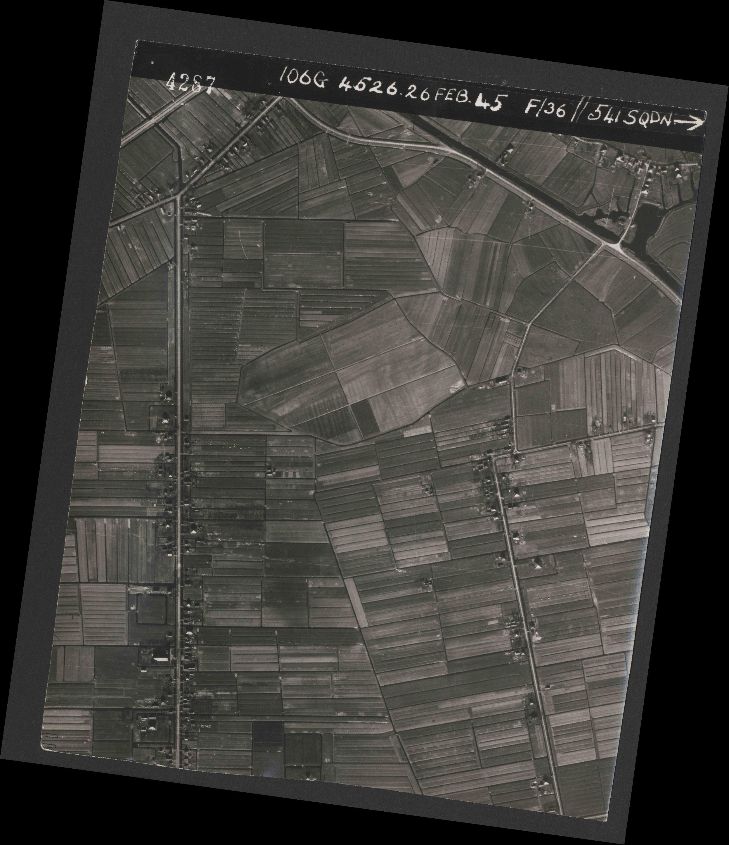 Collection RAF aerial photos 1940-1945 - flight 101, run 02, photo 4287