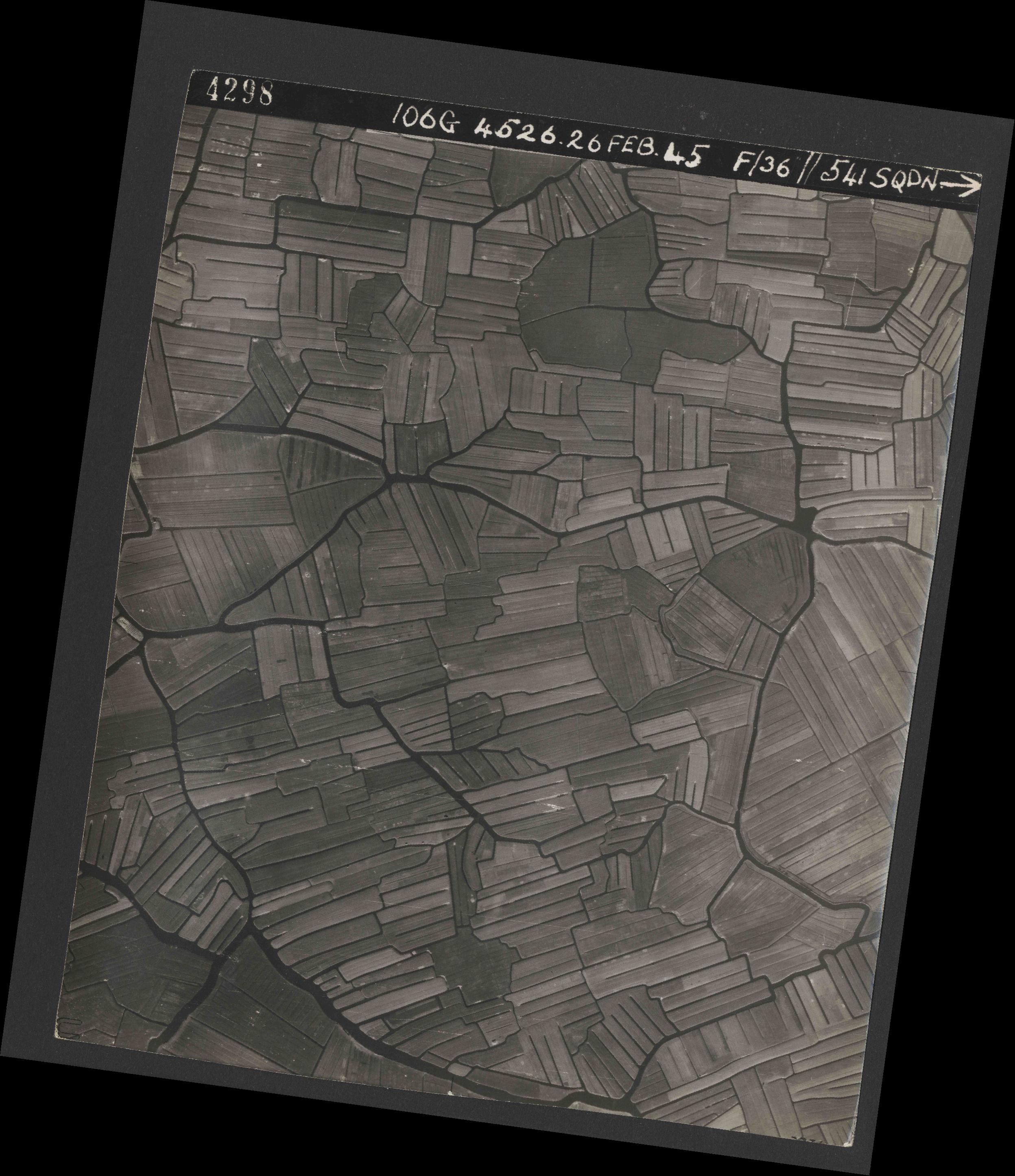 Collection RAF aerial photos 1940-1945 - flight 101, run 02, photo 4298