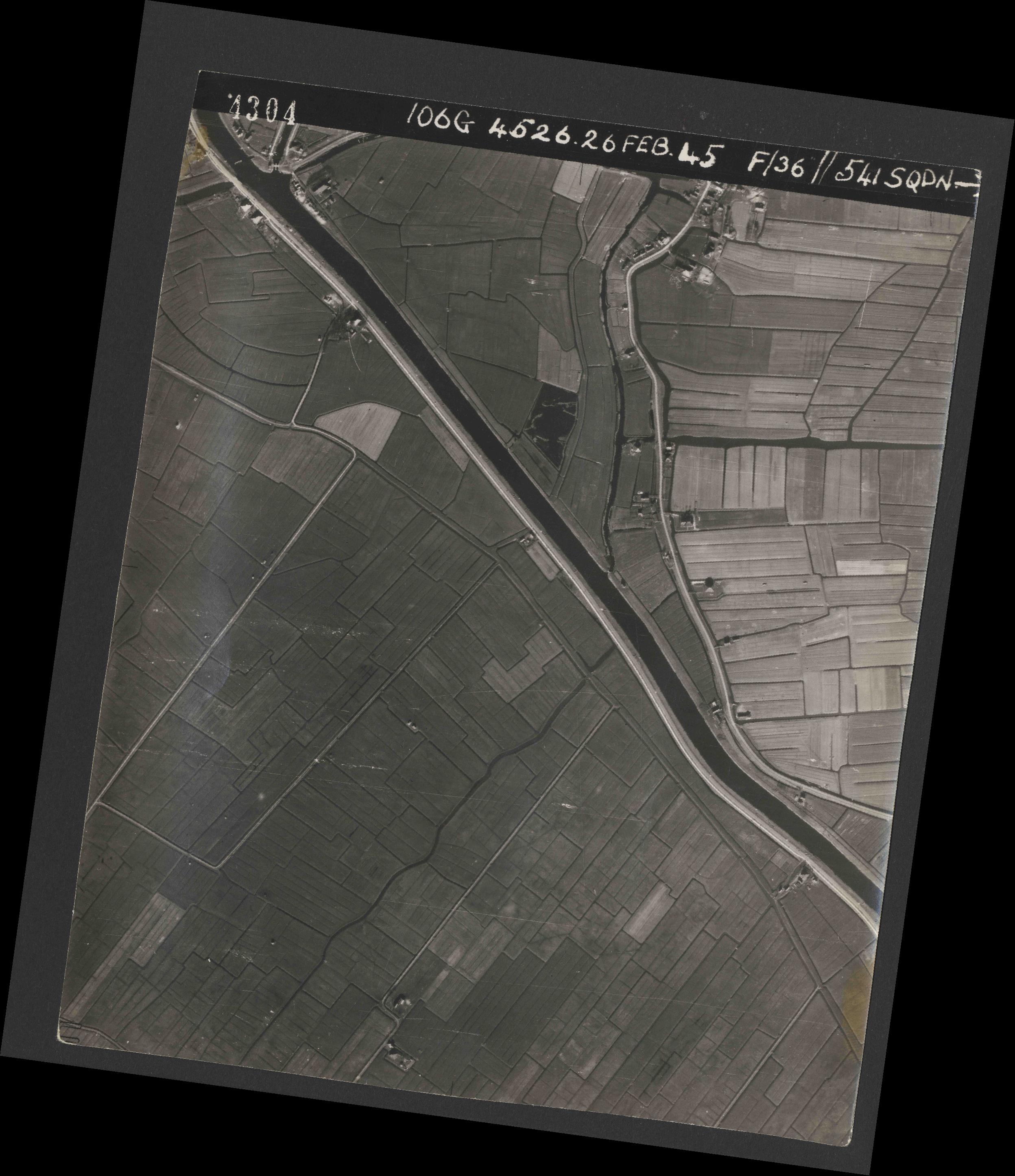 Collection RAF aerial photos 1940-1945 - flight 101, run 02, photo 4304