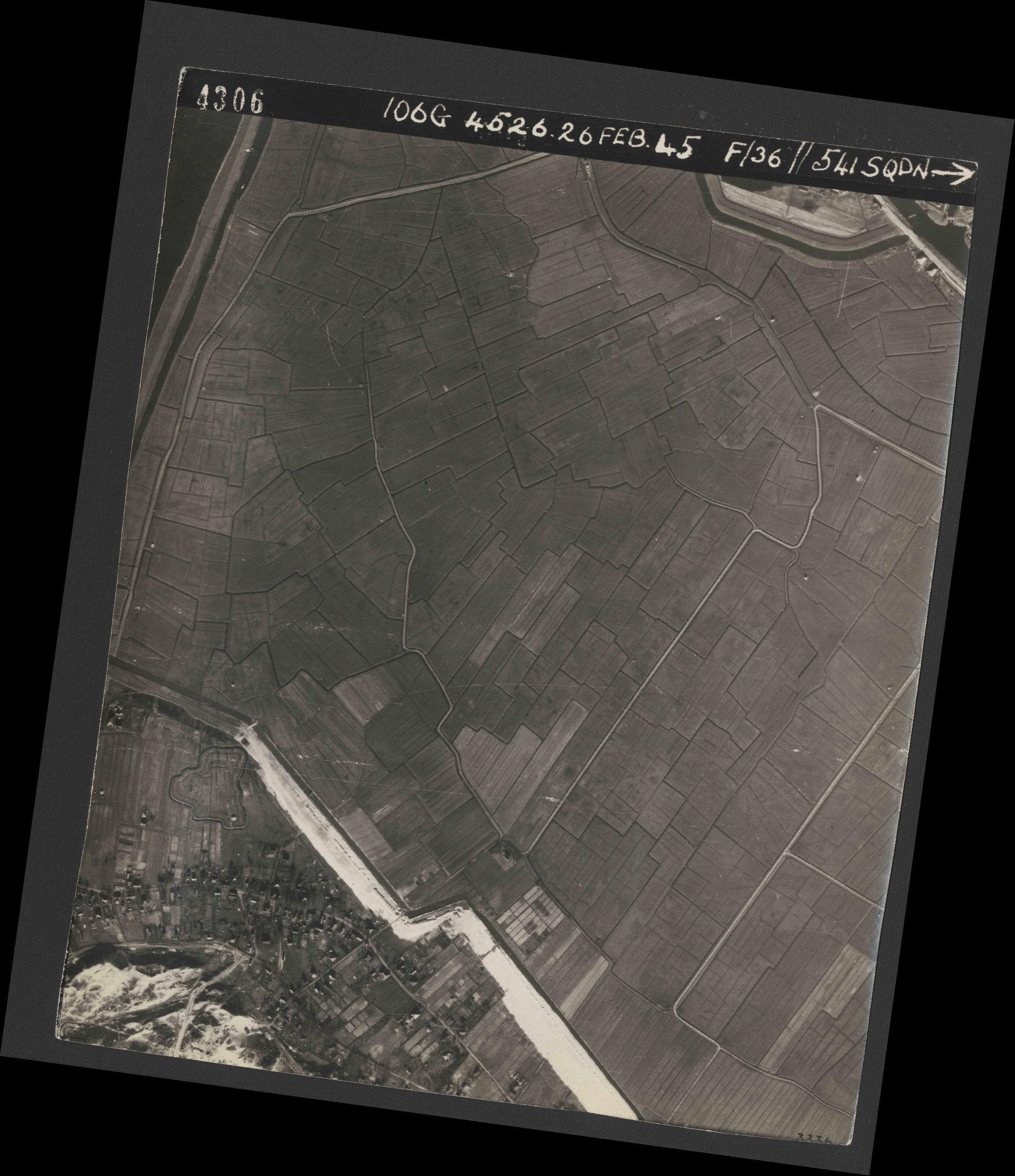 Collection RAF aerial photos 1940-1945 - flight 101, run 02, photo 4306