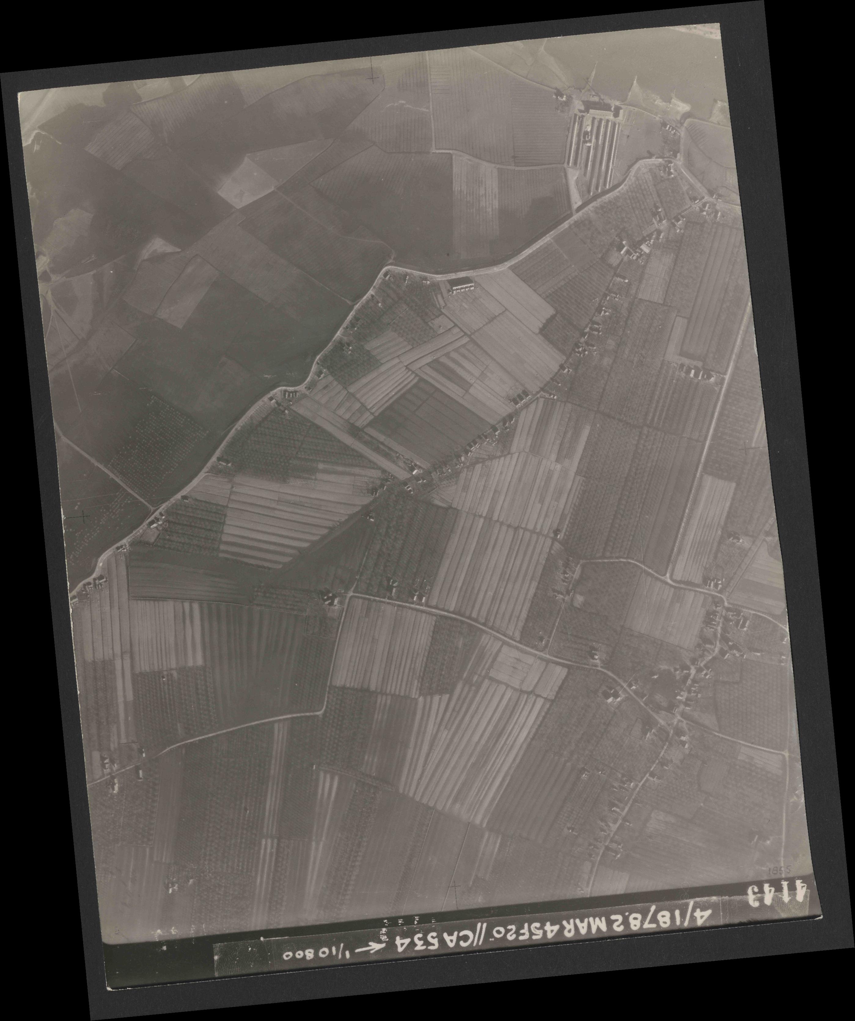 Collection RAF aerial photos 1940-1945 - flight 102, run 08, photo 4143