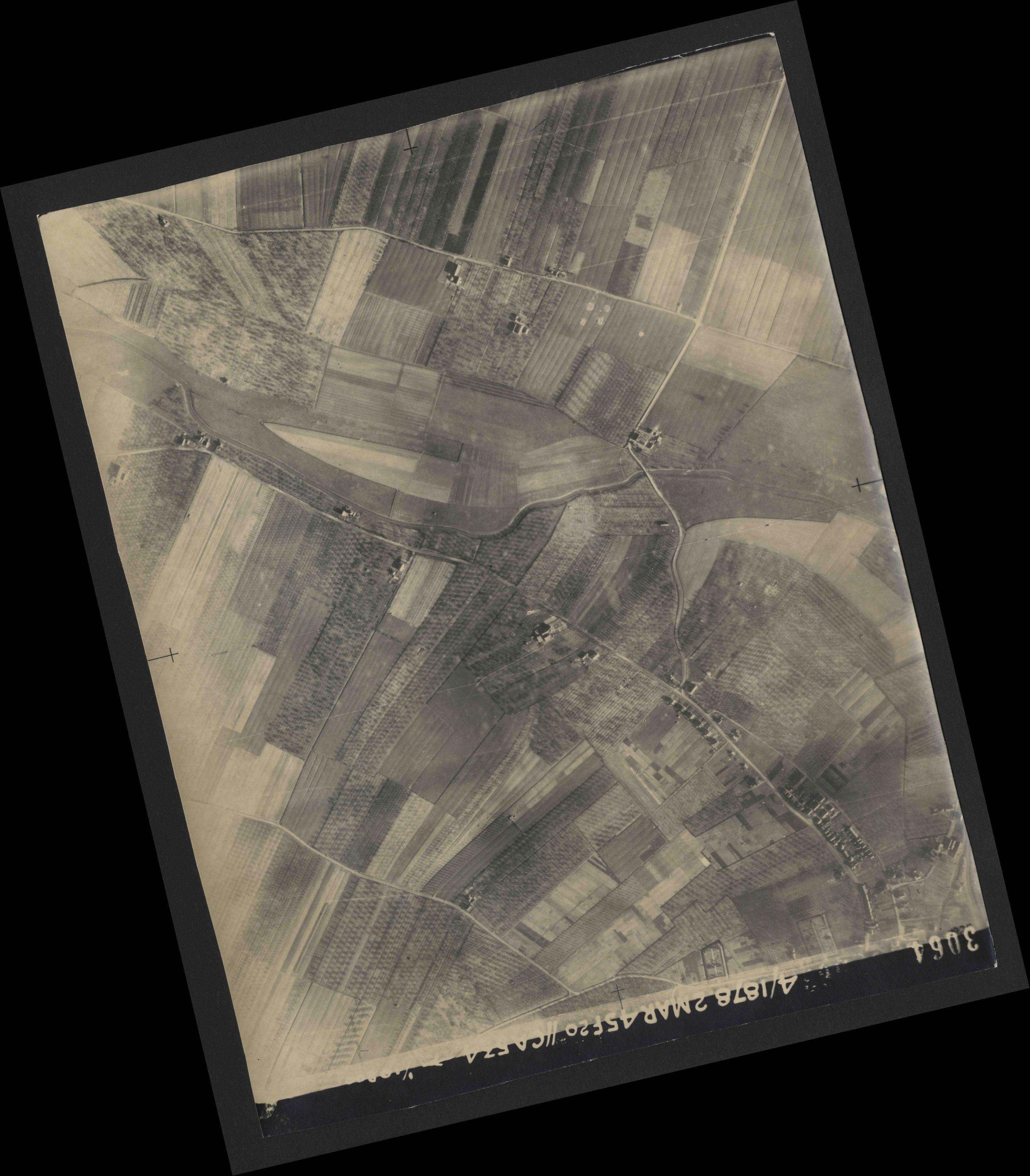 Collection RAF aerial photos 1940-1945 - flight 102, run 10, photo 3064