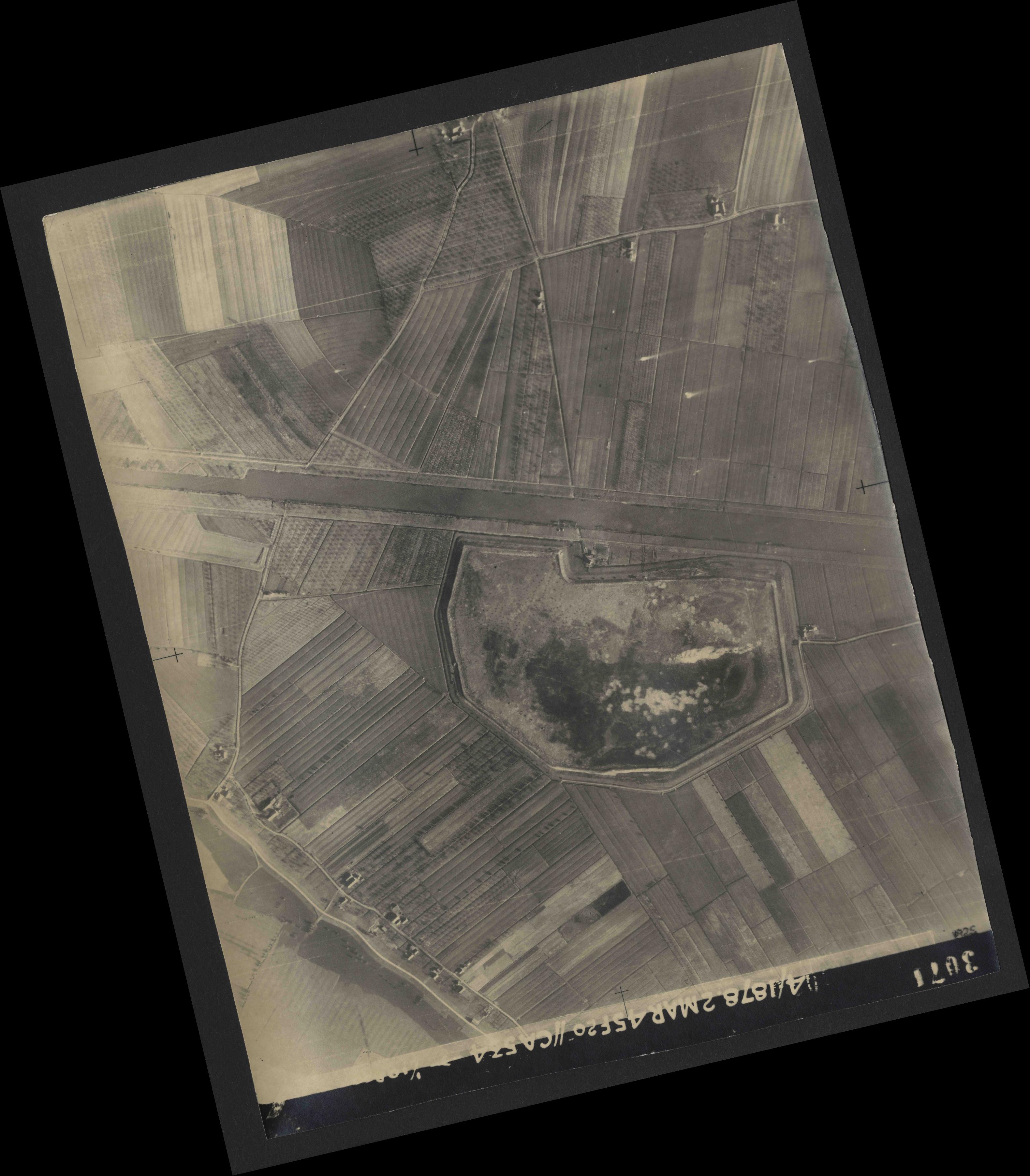 Collection RAF aerial photos 1940-1945 - flight 102, run 10, photo 3071
