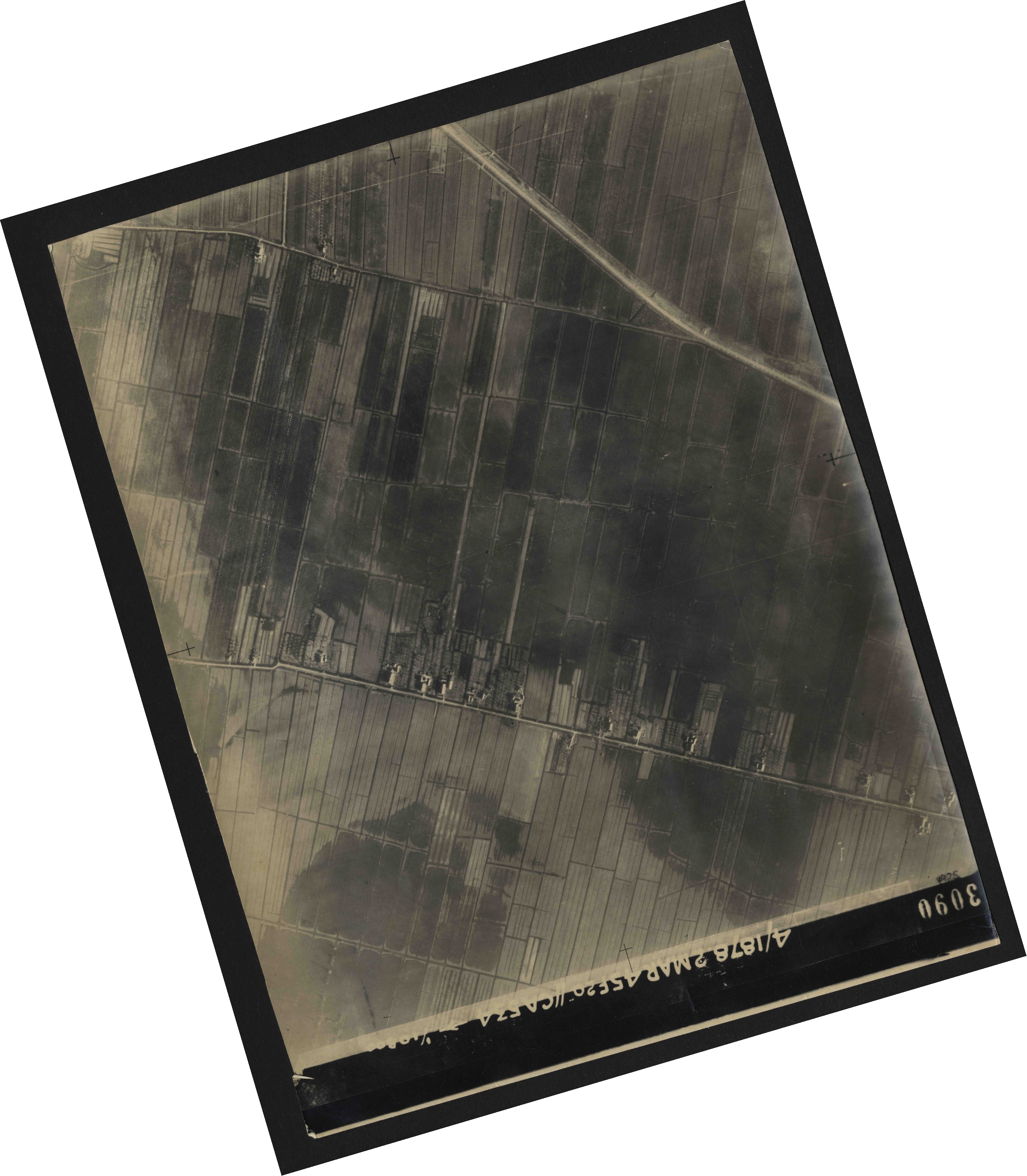 Collection RAF aerial photos 1940-1945 - flight 102, run 10, photo 3090