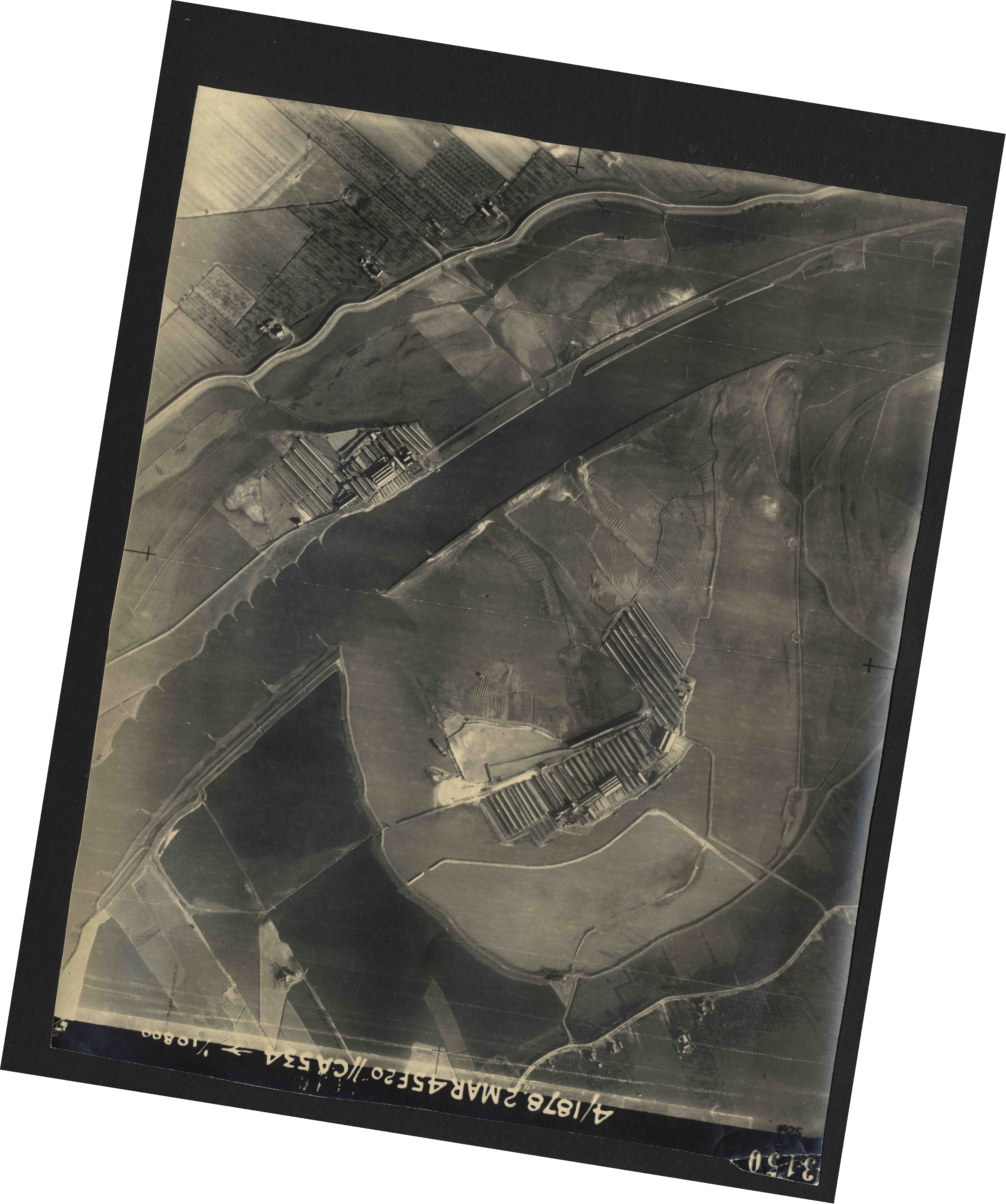 Collection RAF aerial photos 1940-1945 - flight 102, run 11, photo 3150