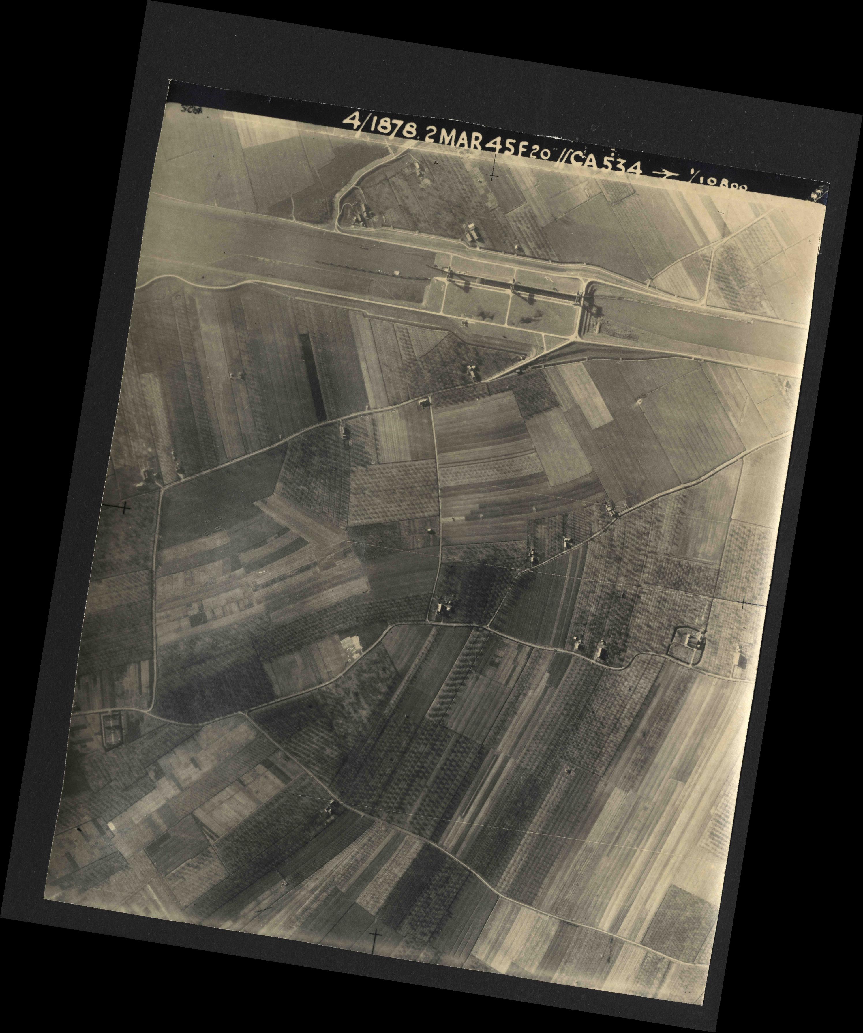 Collection RAF aerial photos 1940-1945 - flight 102, run 11, photo 3157