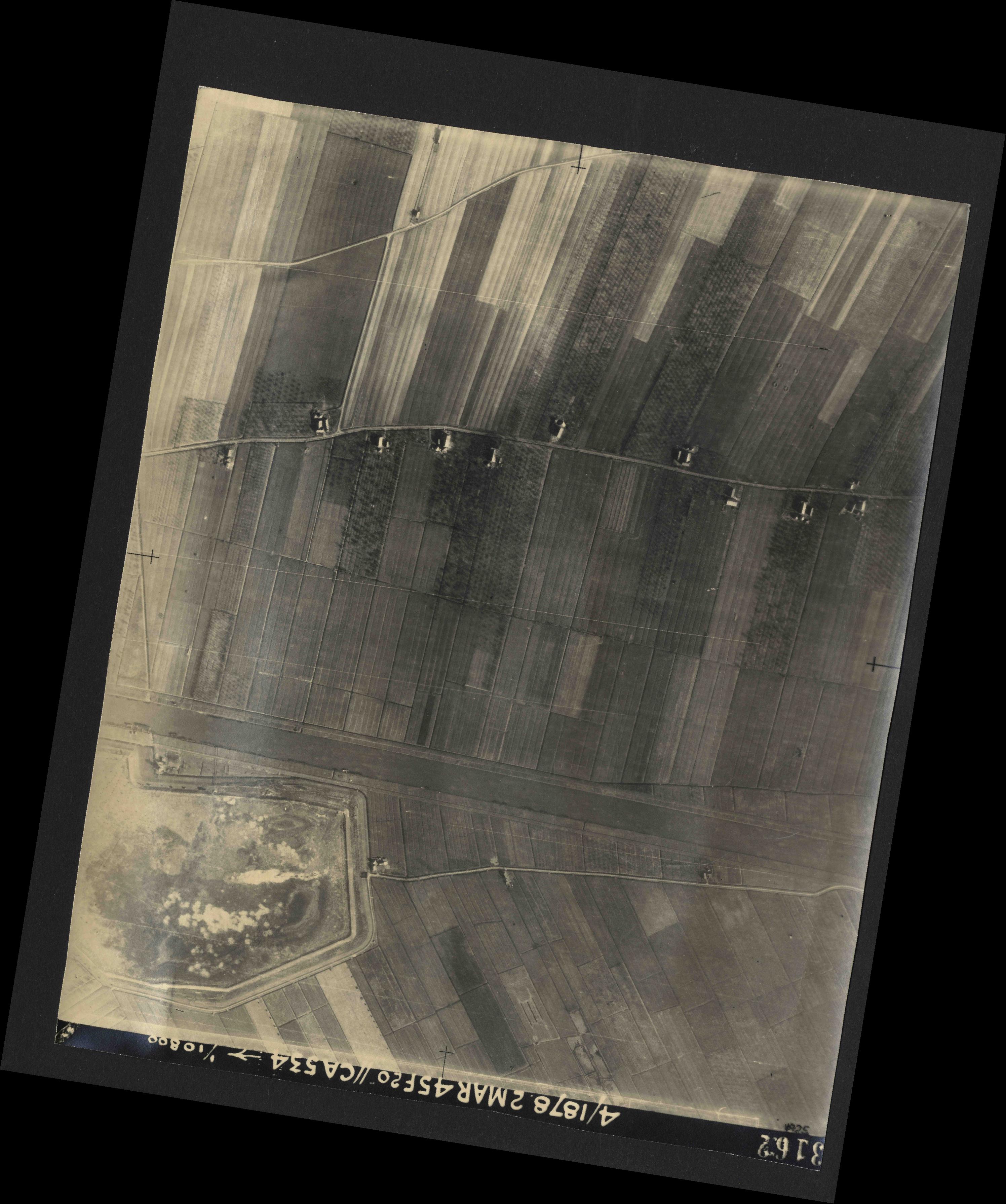 Collection RAF aerial photos 1940-1945 - flight 102, run 11, photo 3162