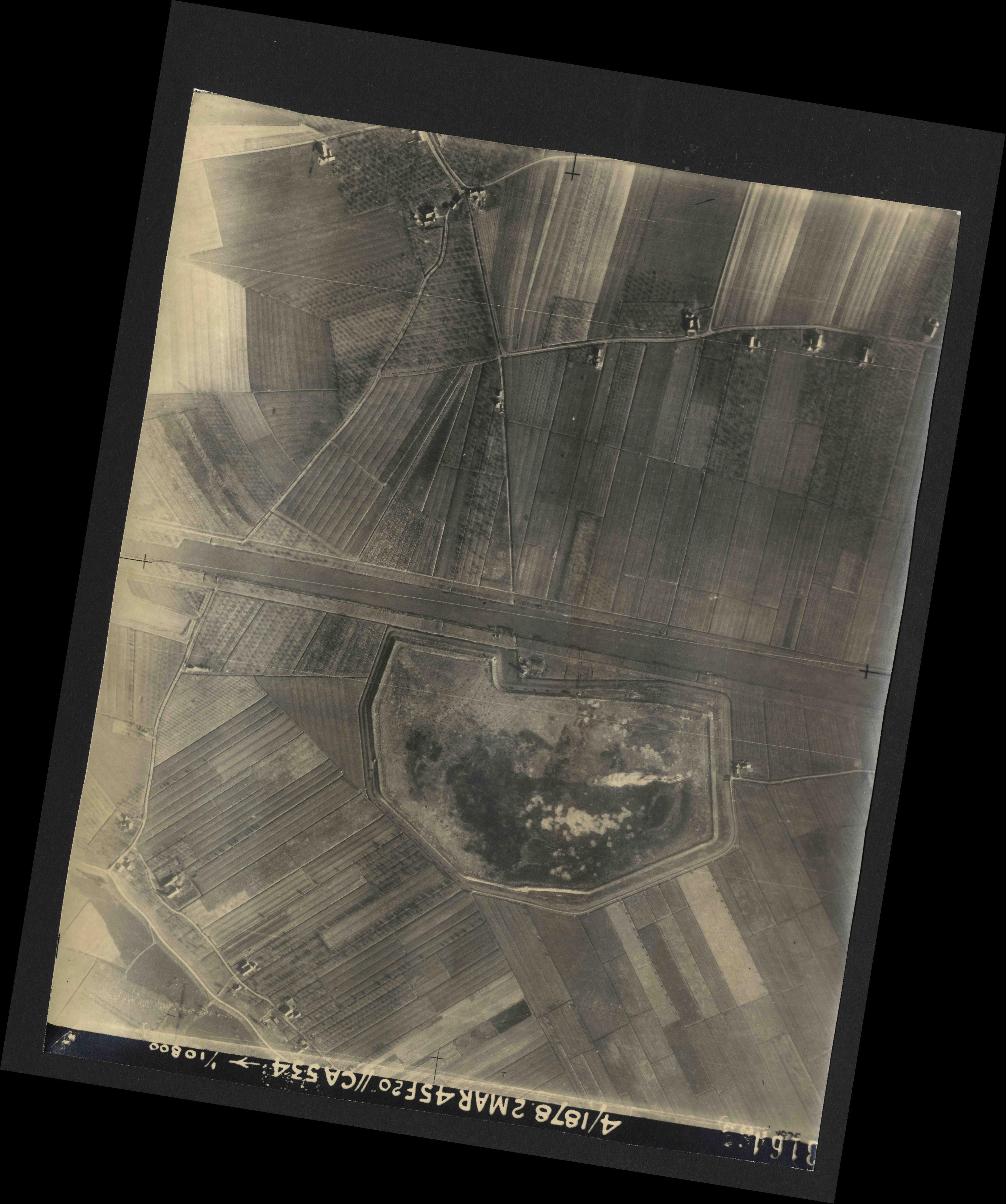 Collection RAF aerial photos 1940-1945 - flight 102, run 11, photo 3164