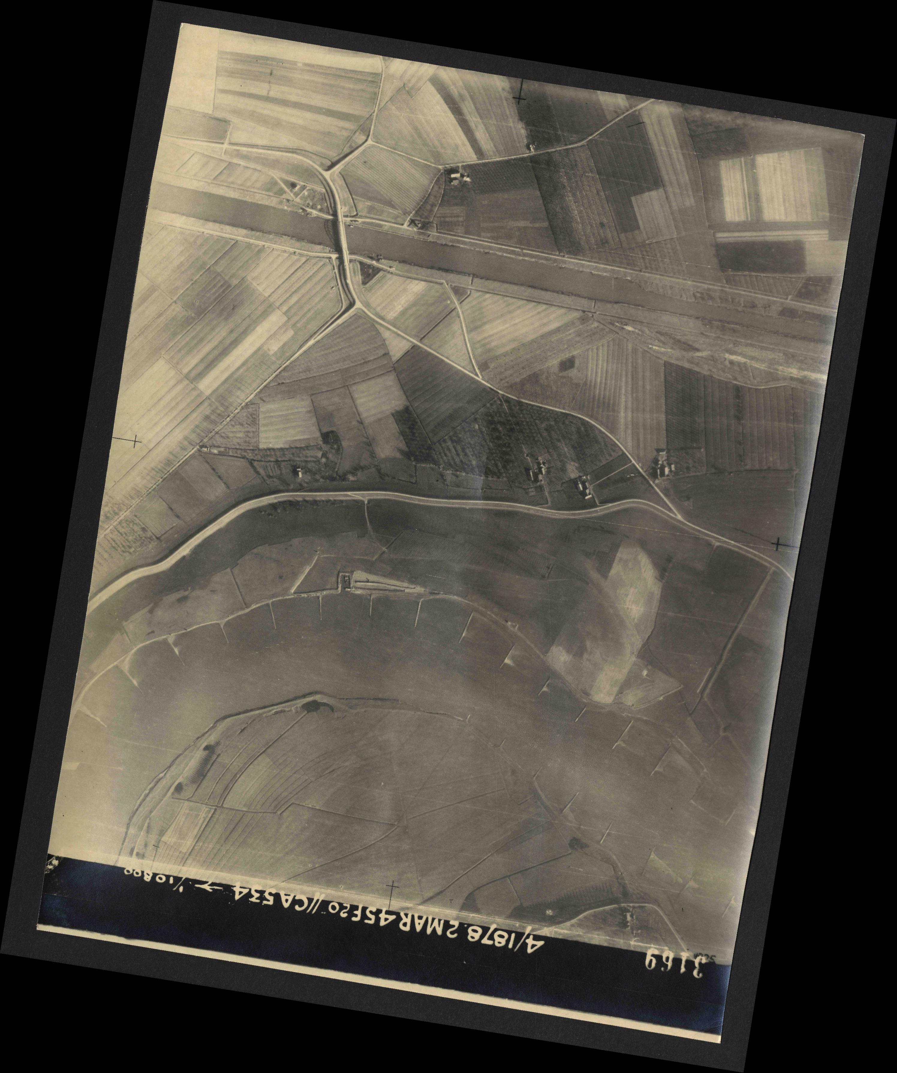 Collection RAF aerial photos 1940-1945 - flight 102, run 11, photo 3169