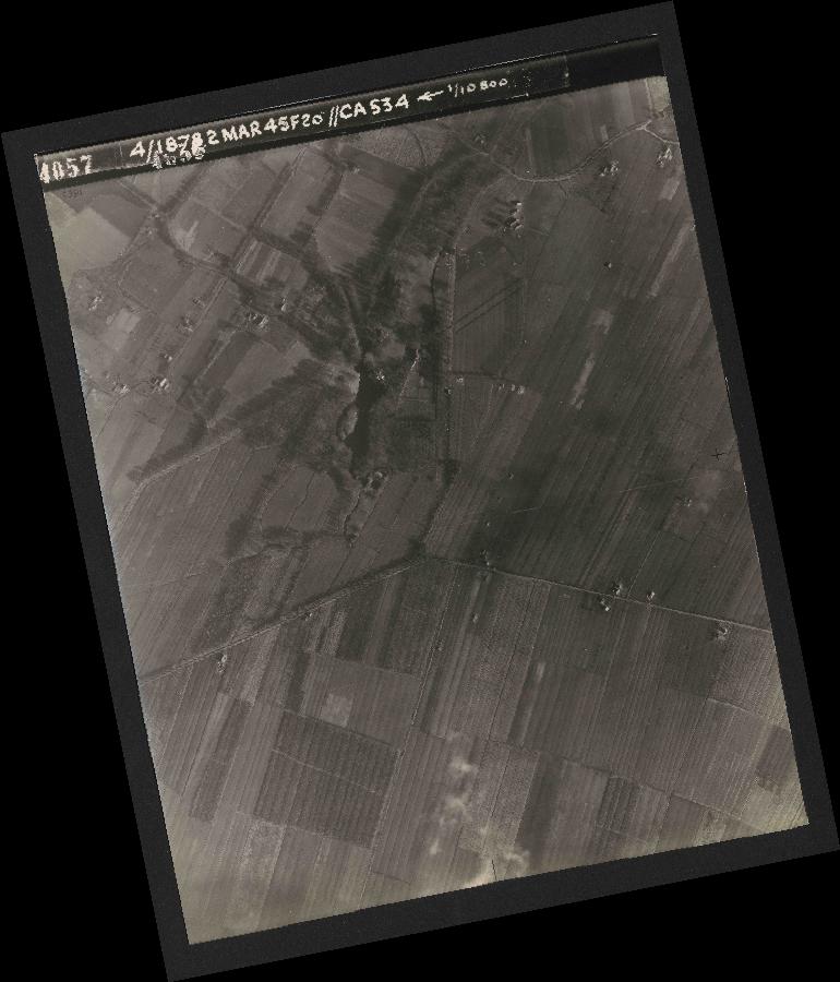 Collection RAF aerial photos 1940-1945 - flight 102, run 12, photo 4057