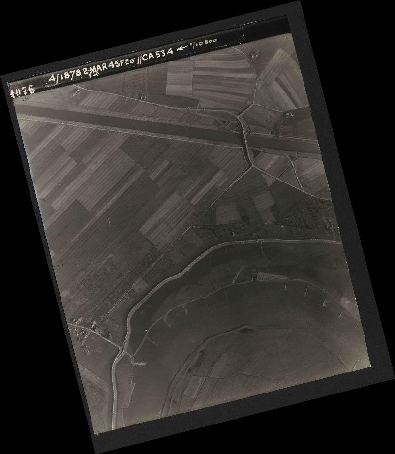 Collection RAF aerial photos 1940-1945 - flight 102, run 12, photo 4076
