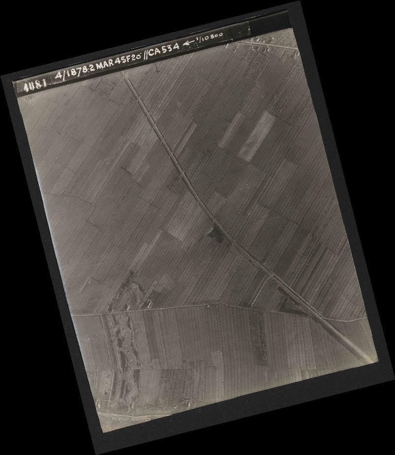 Collection RAF aerial photos 1940-1945 - flight 102, run 12, photo 4081