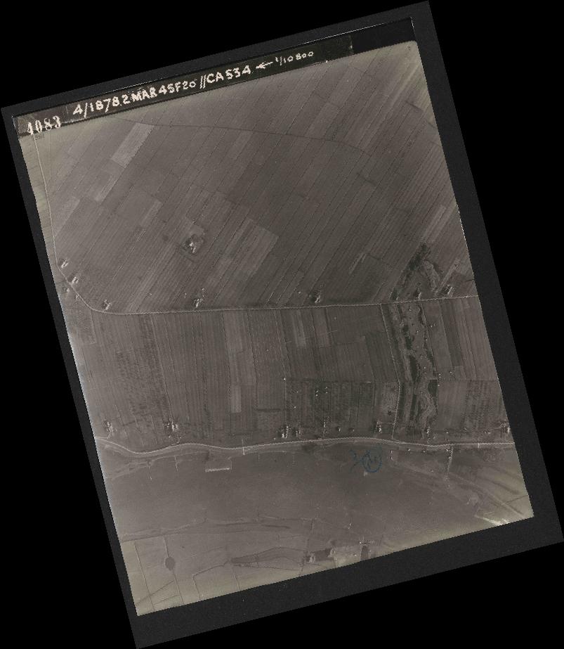 Collection RAF aerial photos 1940-1945 - flight 102, run 12, photo 4083