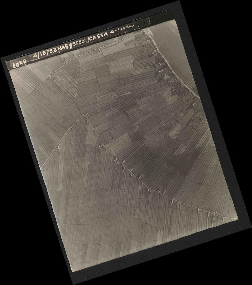 Collection RAF aerial photos 1940-1945 - flight 102, run 12, photo 4088