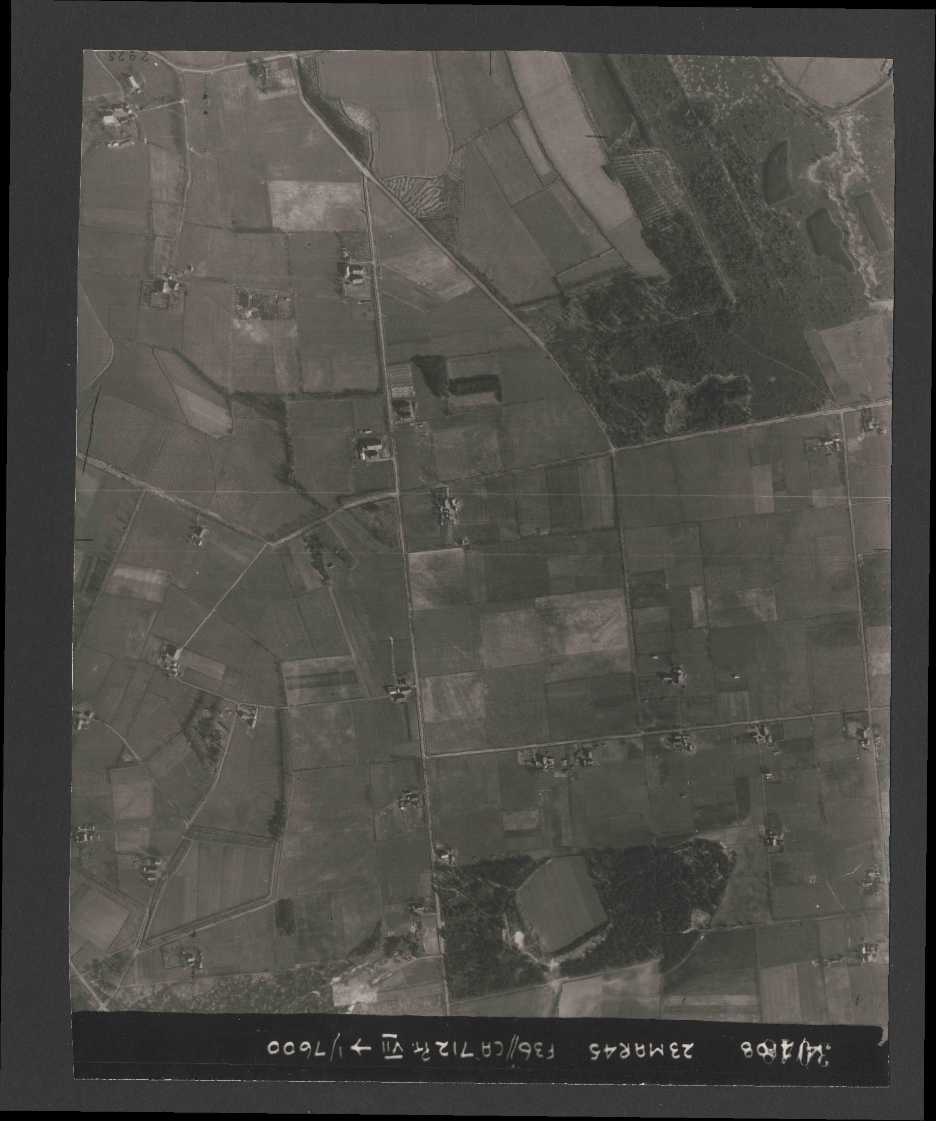 Collection RAF aerial photos 1940-1945 - flight 104, run 03, photo 3048