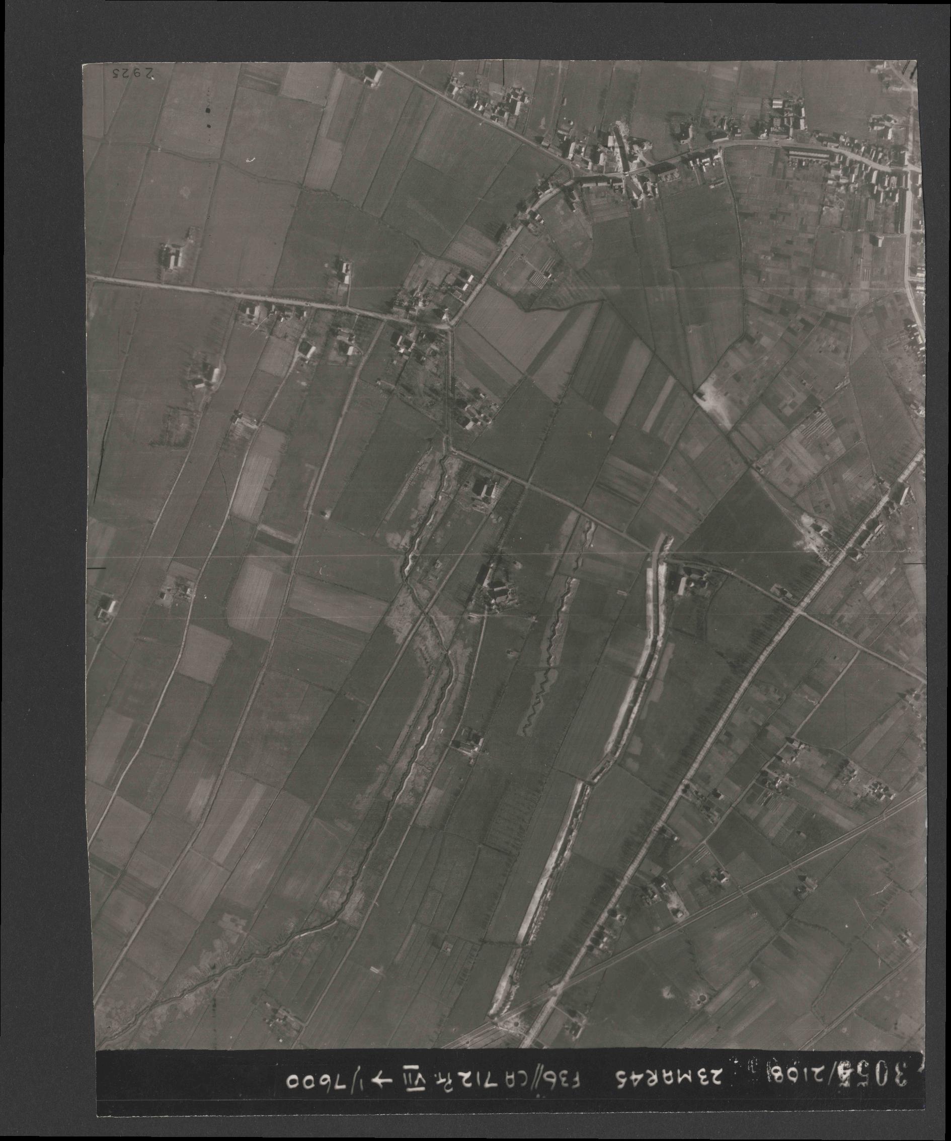 Collection RAF aerial photos 1940-1945 - flight 104, run 03, photo 3055