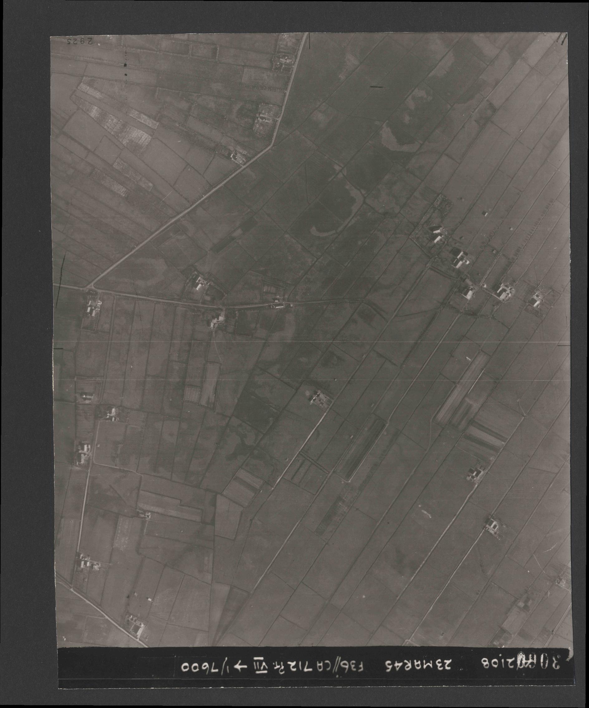 Collection RAF aerial photos 1940-1945 - flight 104, run 03, photo 3060