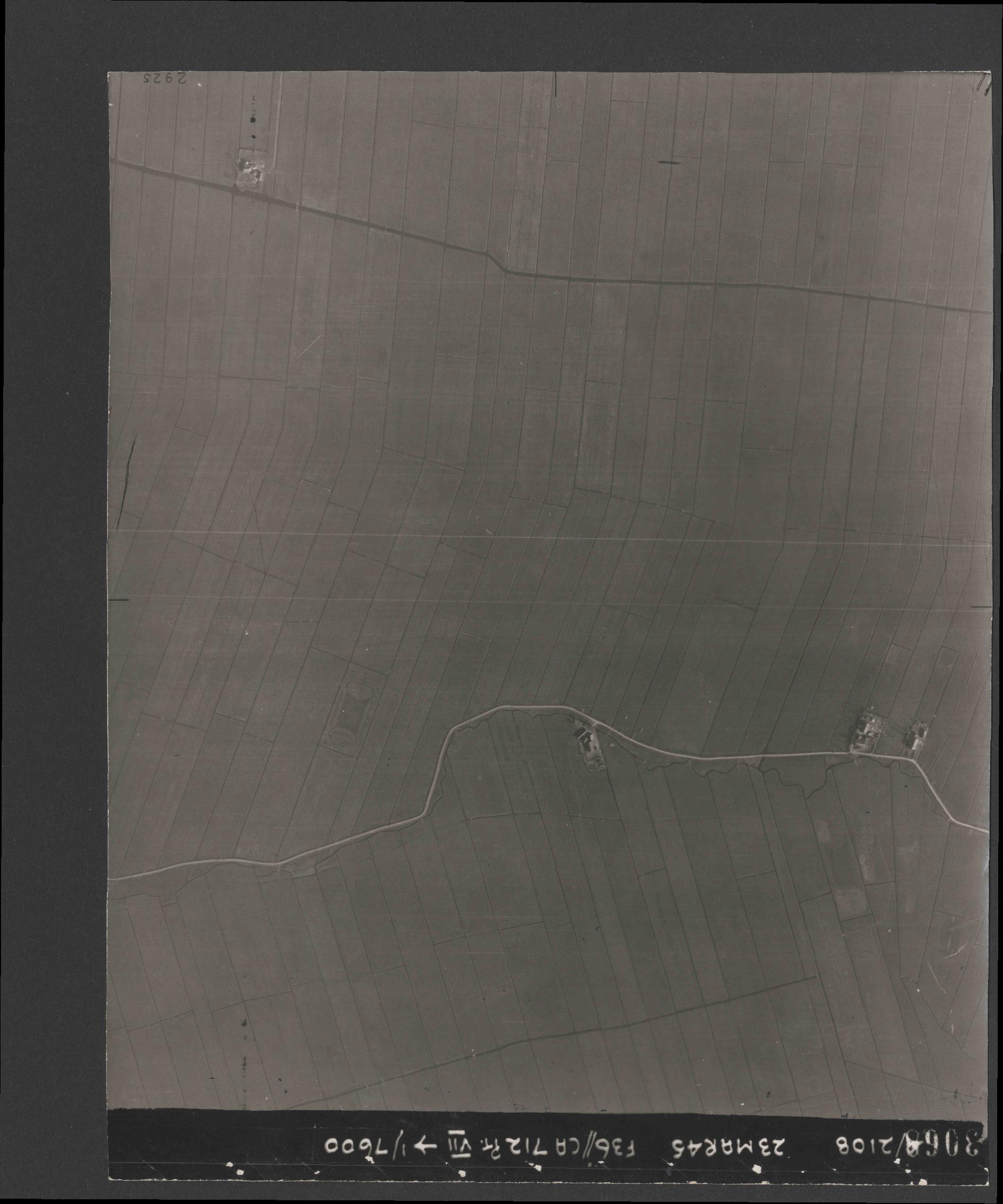 Collection RAF aerial photos 1940-1945 - flight 104, run 03, photo 3068