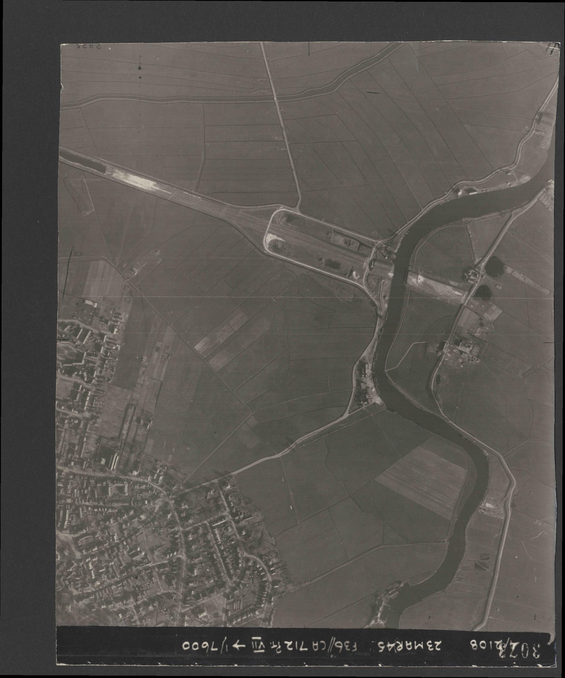 Collection RAF aerial photos 1940-1945 - flight 104, run 03, photo 3073