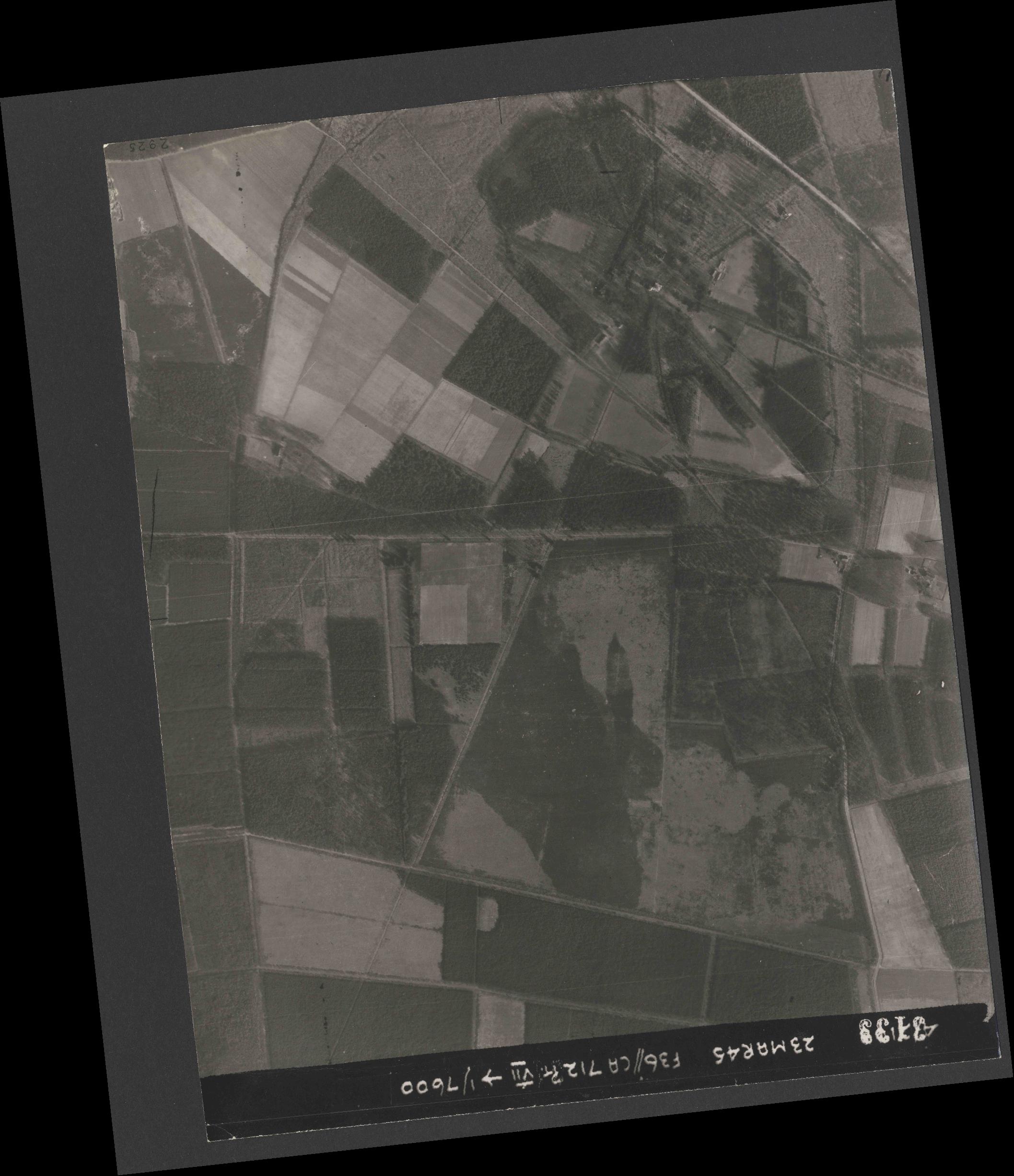Collection RAF aerial photos 1940-1945 - flight 104, run 04, photo 3133
