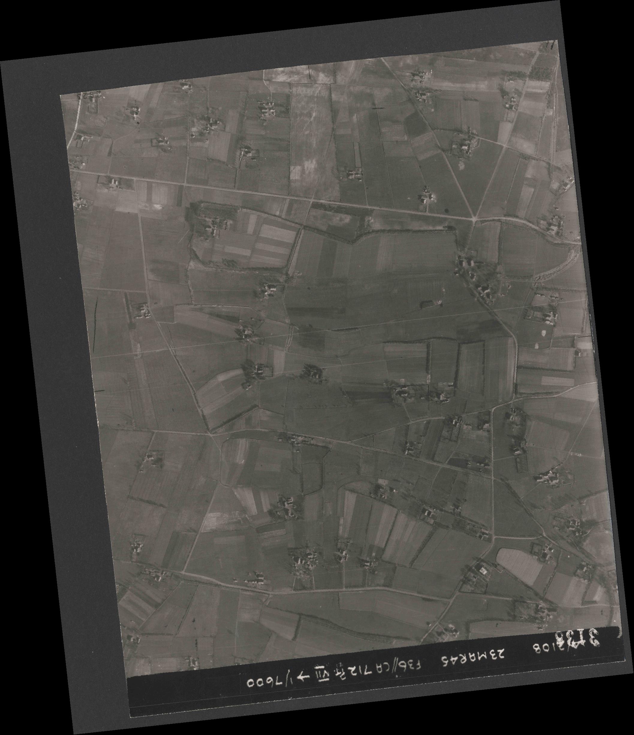 Collection RAF aerial photos 1940-1945 - flight 104, run 04, photo 3138