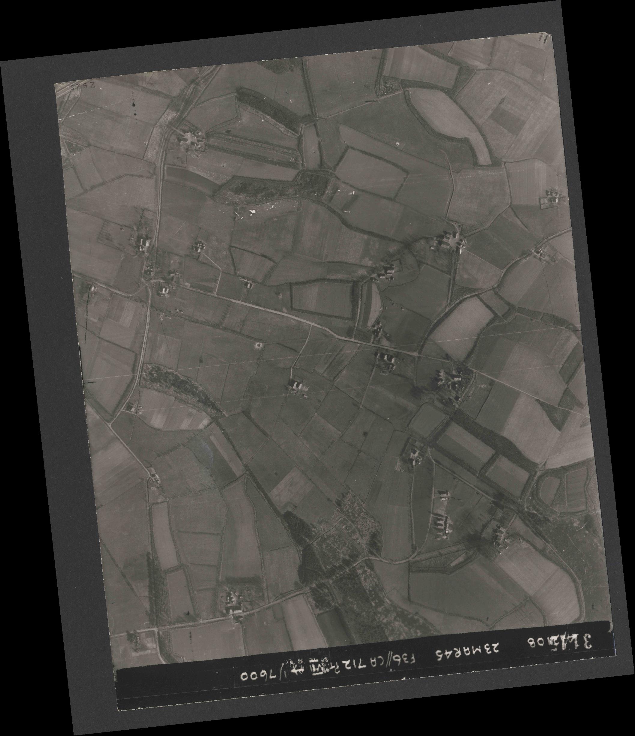 Collection RAF aerial photos 1940-1945 - flight 104, run 04, photo 3145