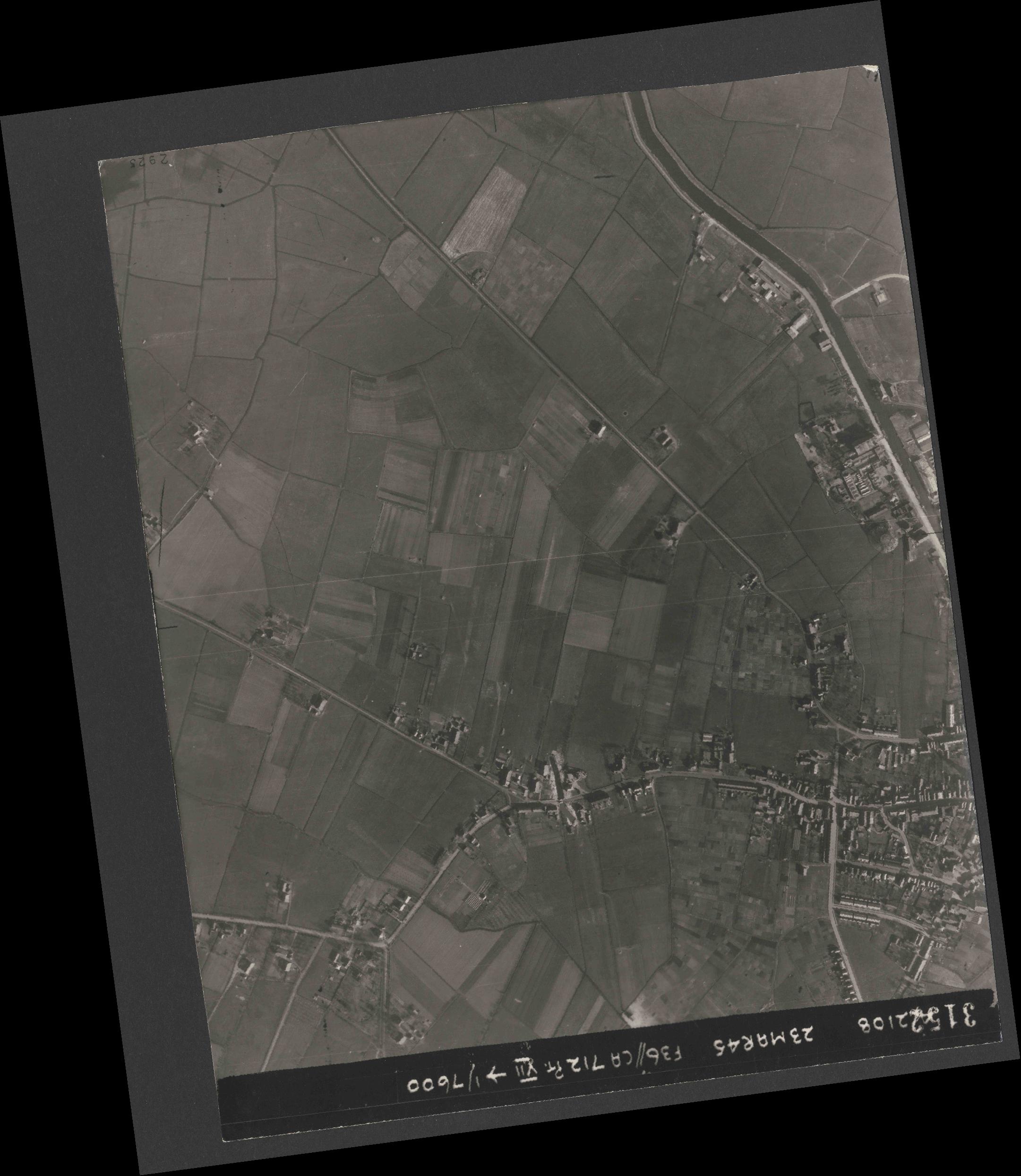 Collection RAF aerial photos 1940-1945 - flight 104, run 04, photo 3152
