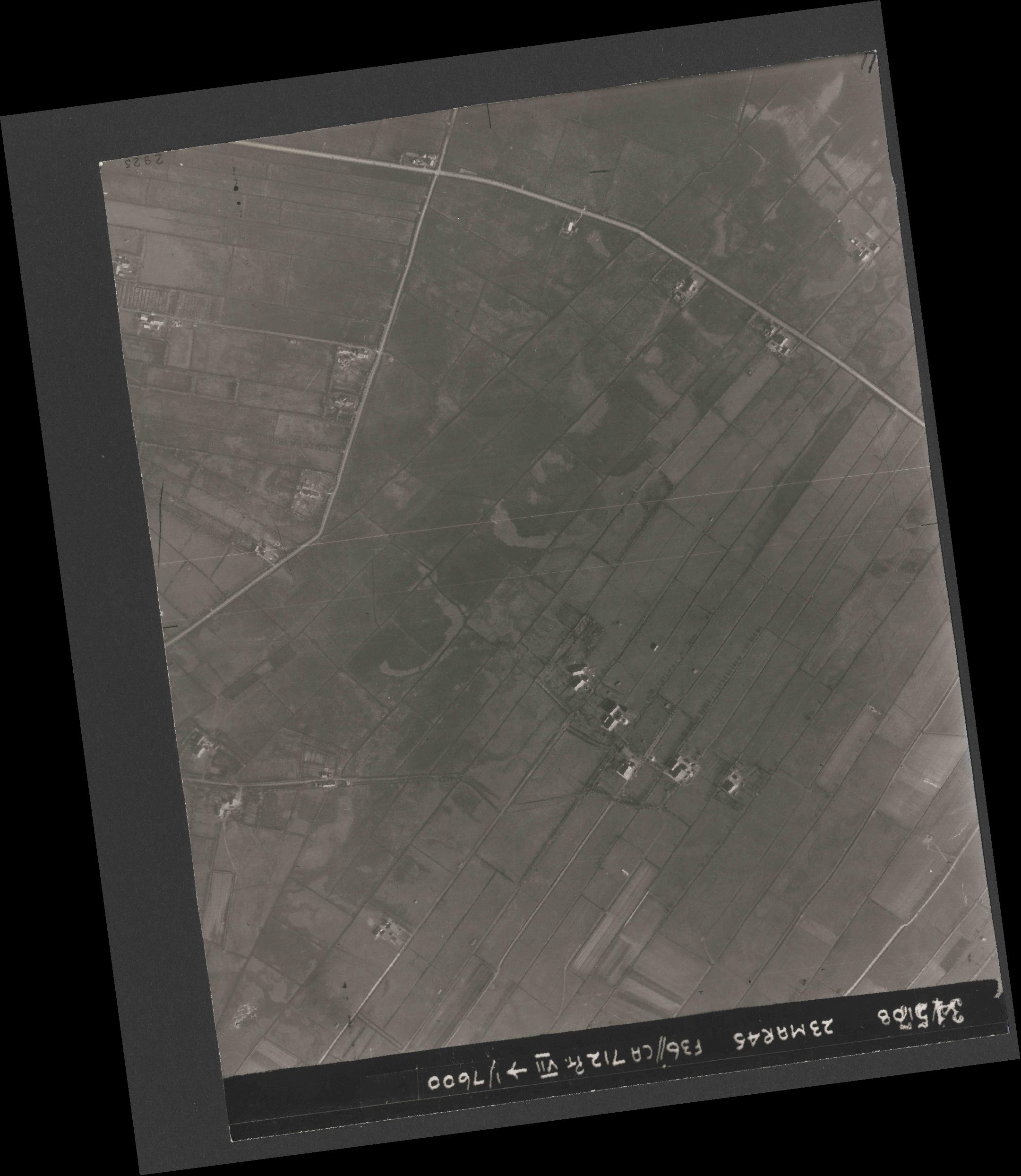 Collection RAF aerial photos 1940-1945 - flight 104, run 04, photo 3157