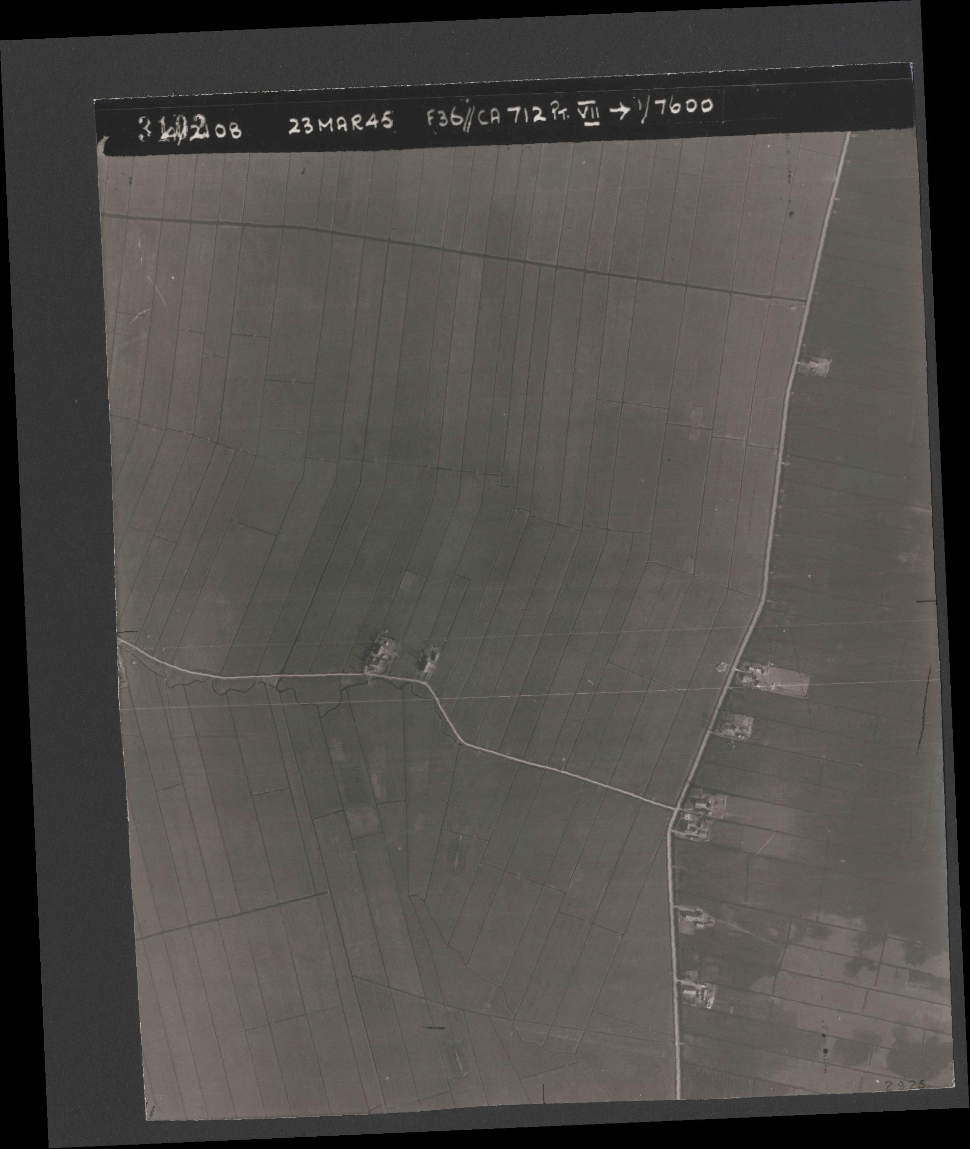 Collection RAF aerial photos 1940-1945 - flight 104, run 05, photo 3102
