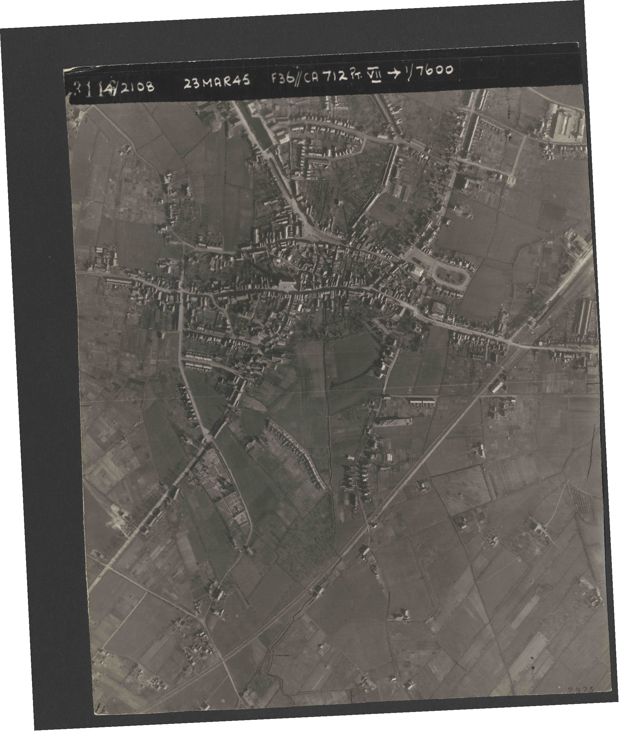 Collection RAF aerial photos 1940-1945 - flight 104, run 05, photo 3116