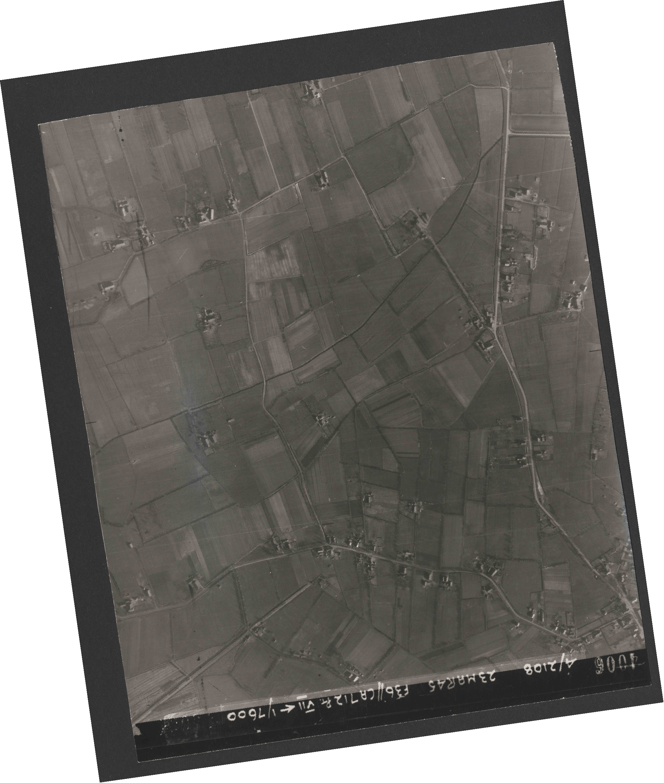 Collection RAF aerial photos 1940-1945 - flight 104, run 09, photo 4006