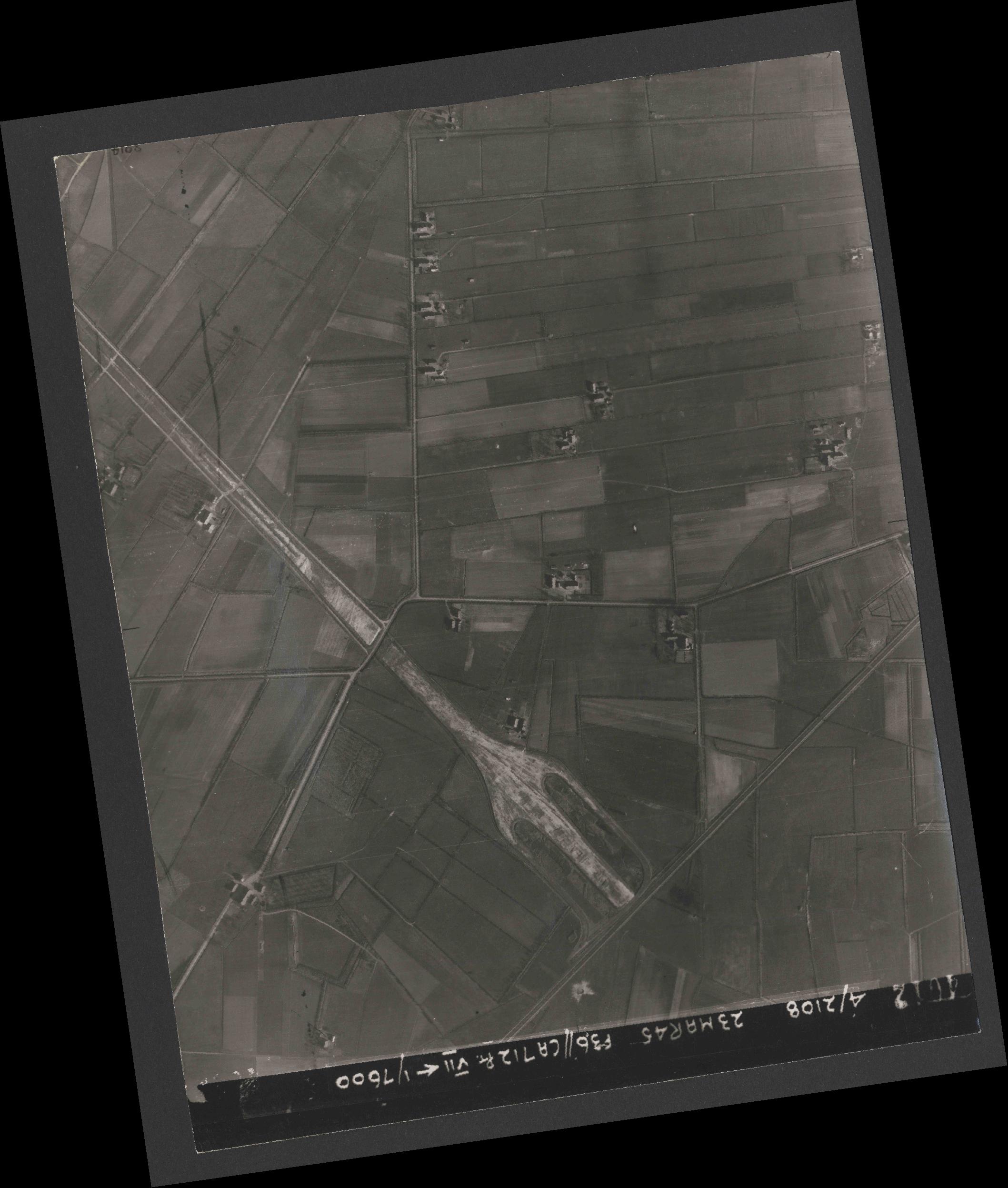 Collection RAF aerial photos 1940-1945 - flight 104, run 09, photo 4012