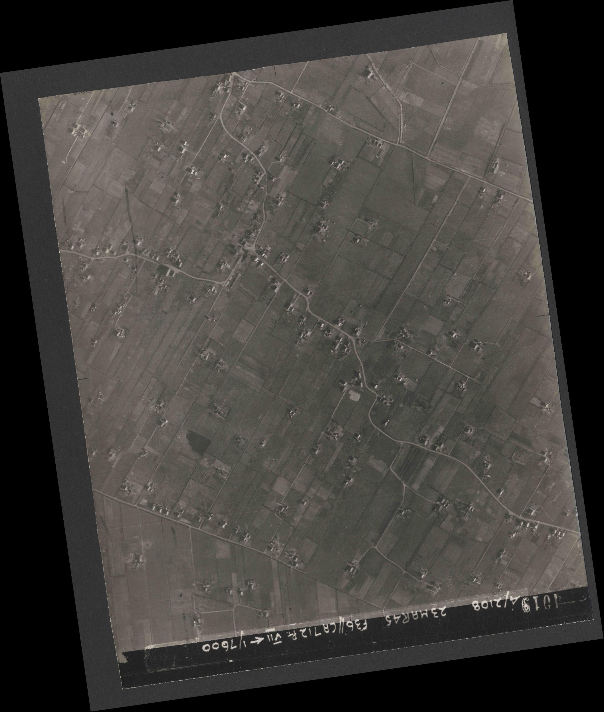 Collection RAF aerial photos 1940-1945 - flight 104, run 09, photo 4019